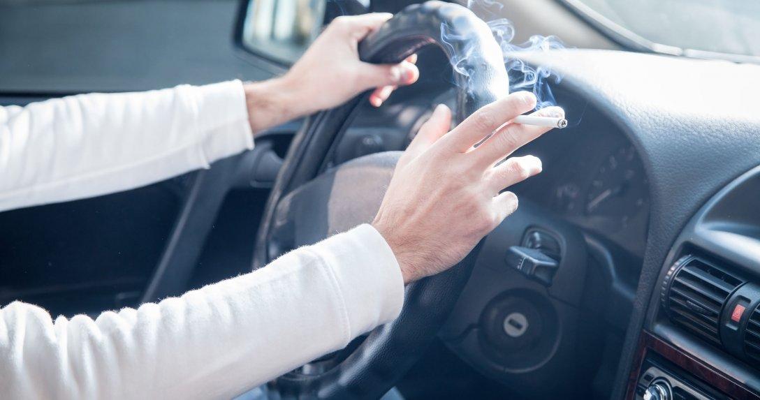 Czy wiesz, że palenie papierosów w samochodzie obniża jego wartość?