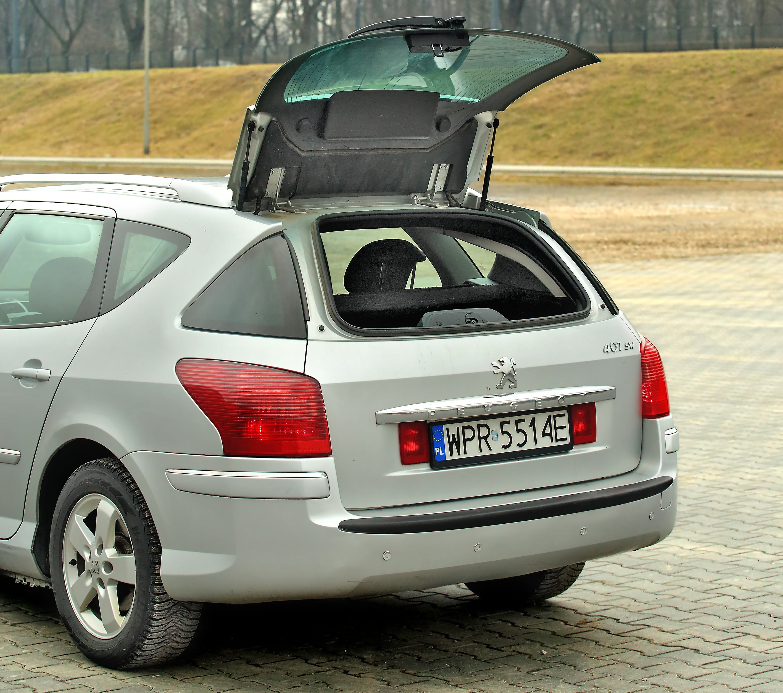 Peugeot 407 SW uchylana szyba wklapie bagażnika