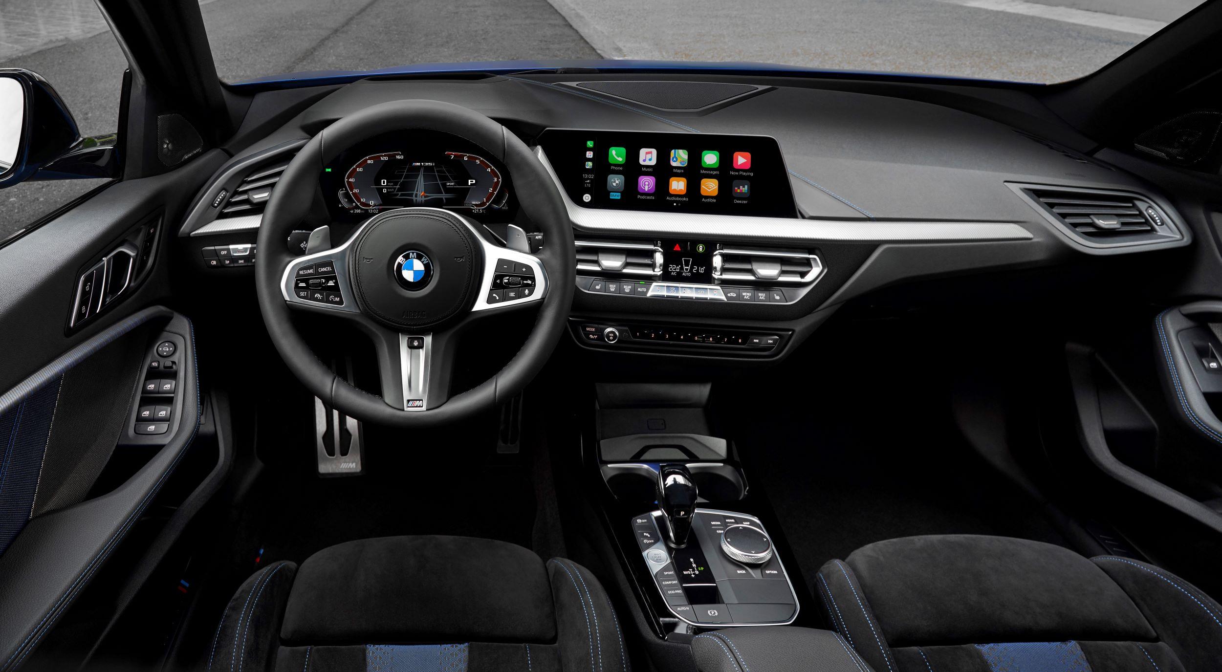 BMW M135i deska