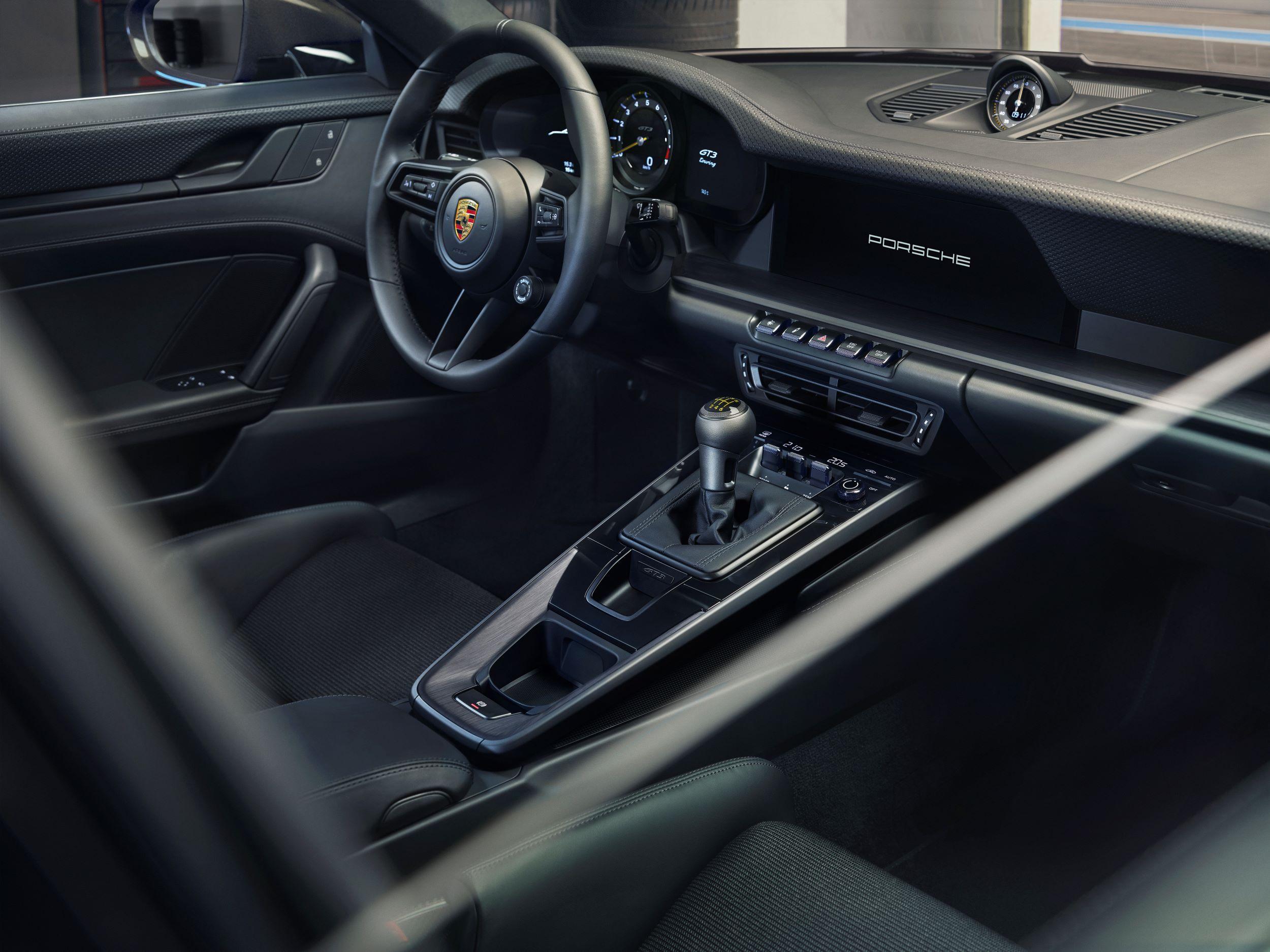Porsche 911 GT3 Touring kabina