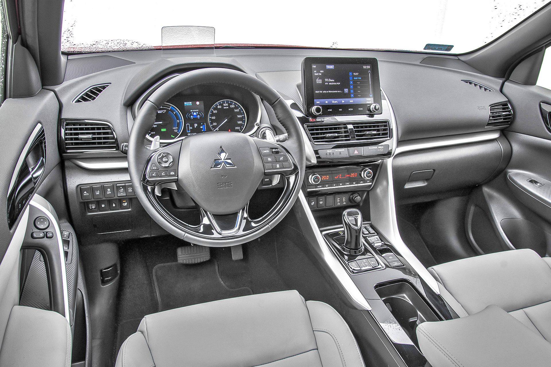 Mitsubishi Eclipse Cross PHEV - deska rozdzielcza