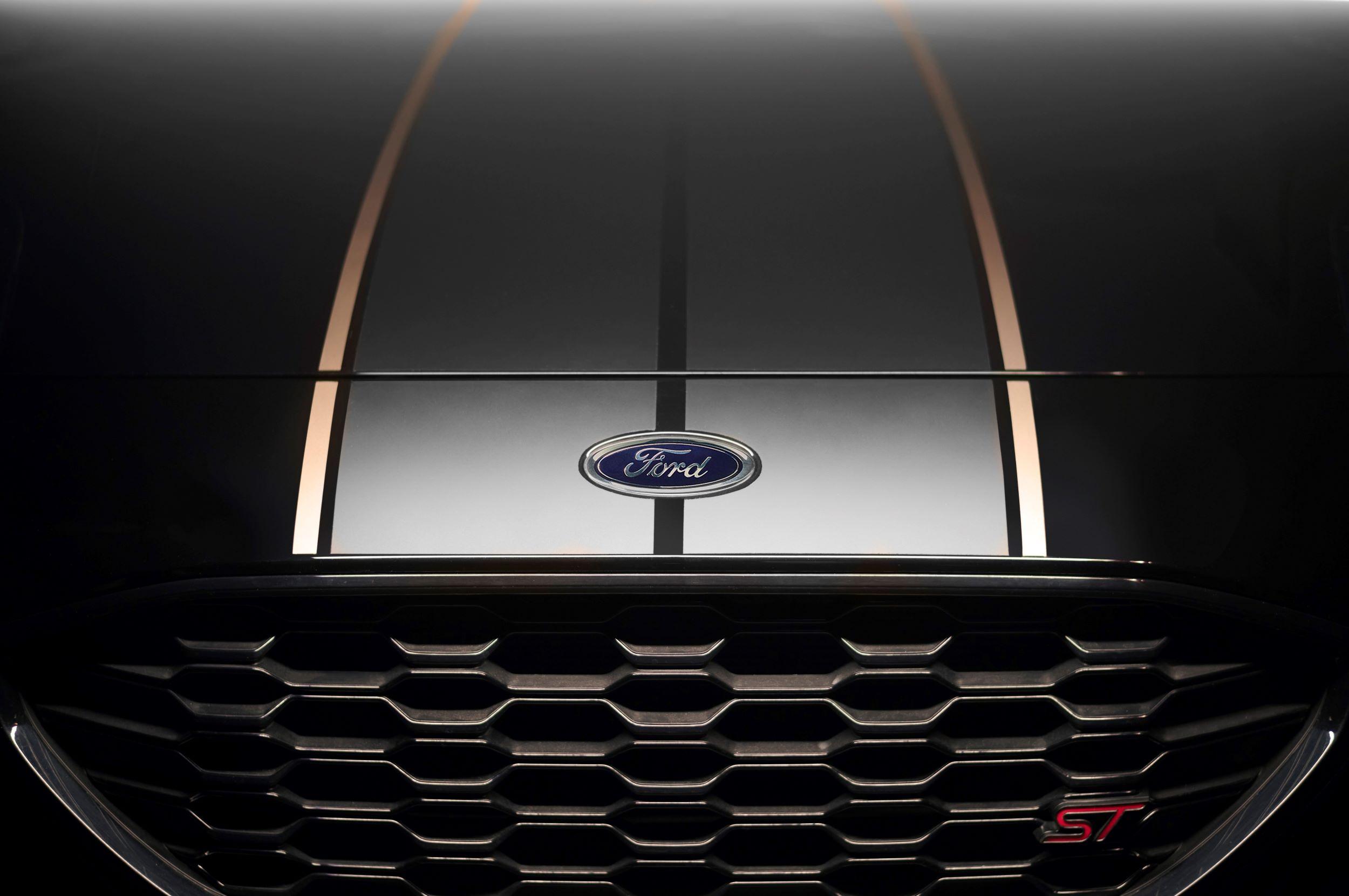 Ford Puma ST Gold Edition maska