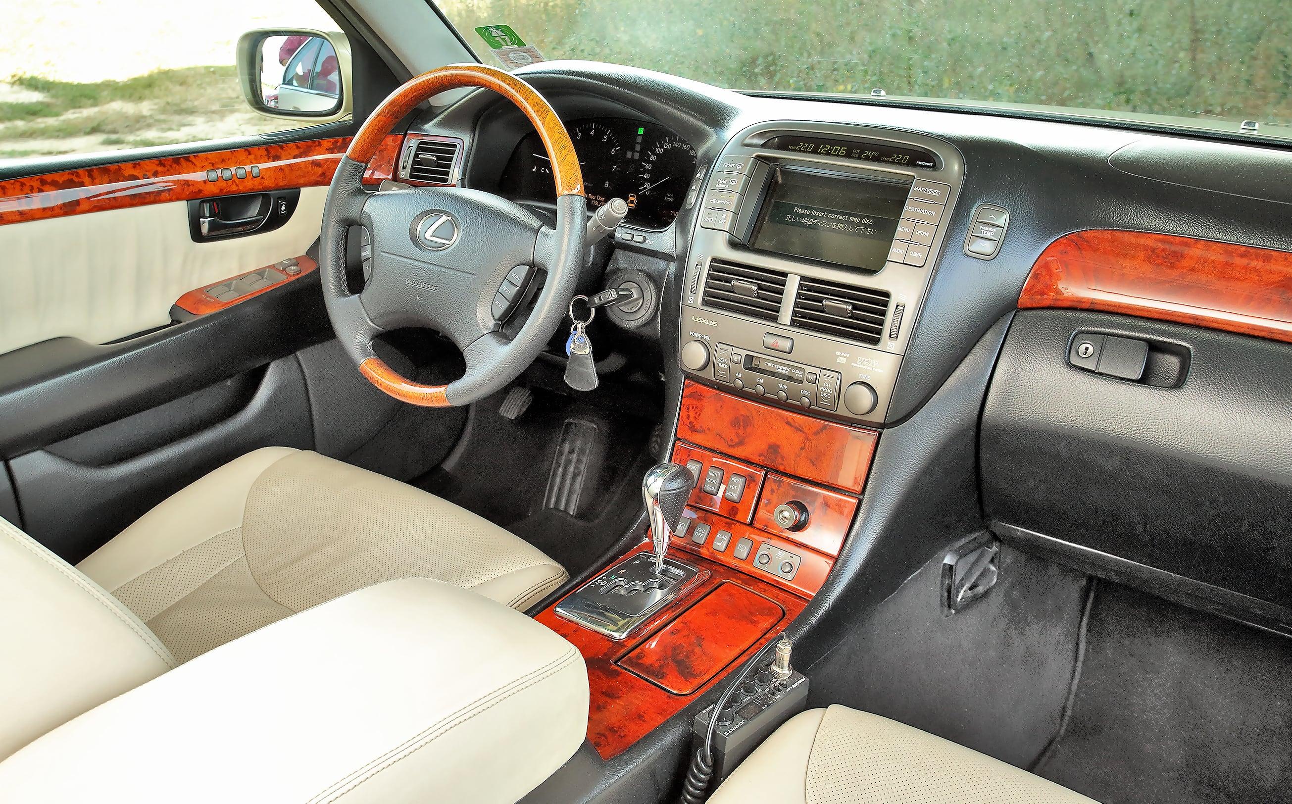 Lexus LS 430 wnętrze