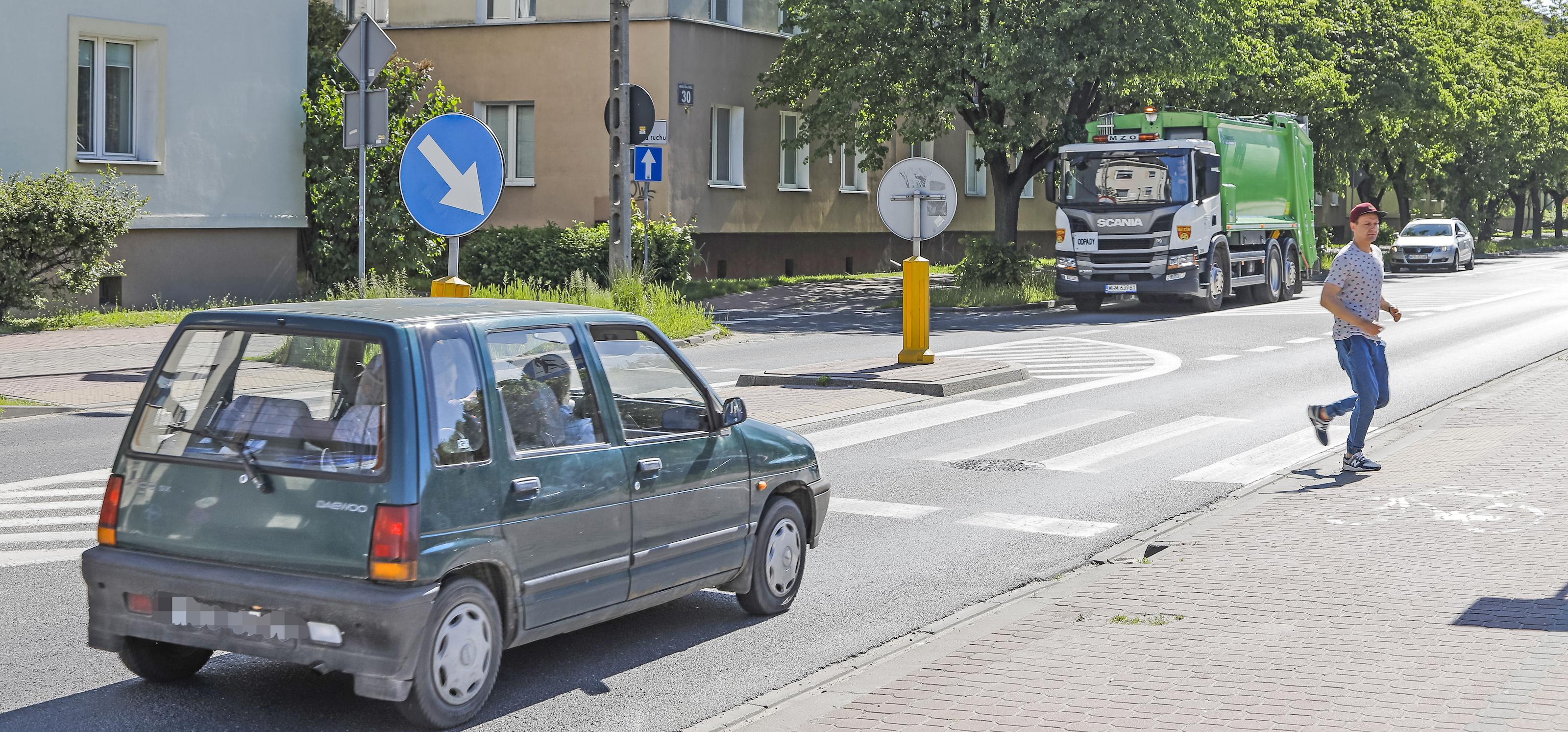 Wchodzenie przed pojazd