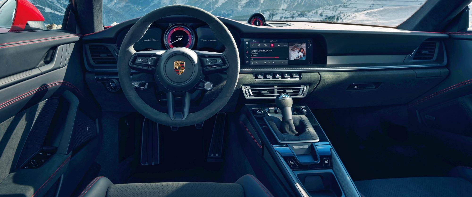 Porsche 911 GTS deska