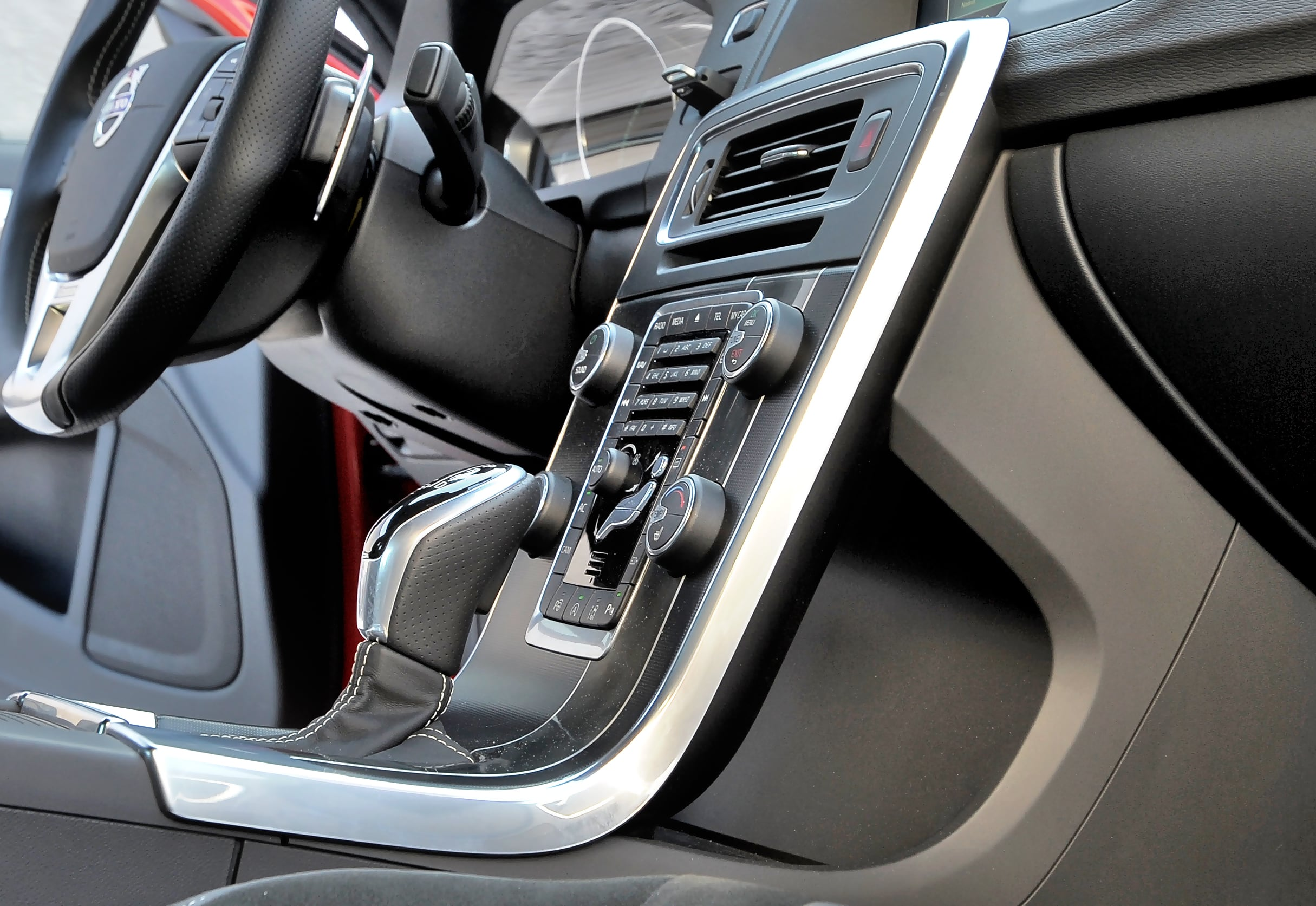 Volvo S60 schowek wkonsoli centralnej