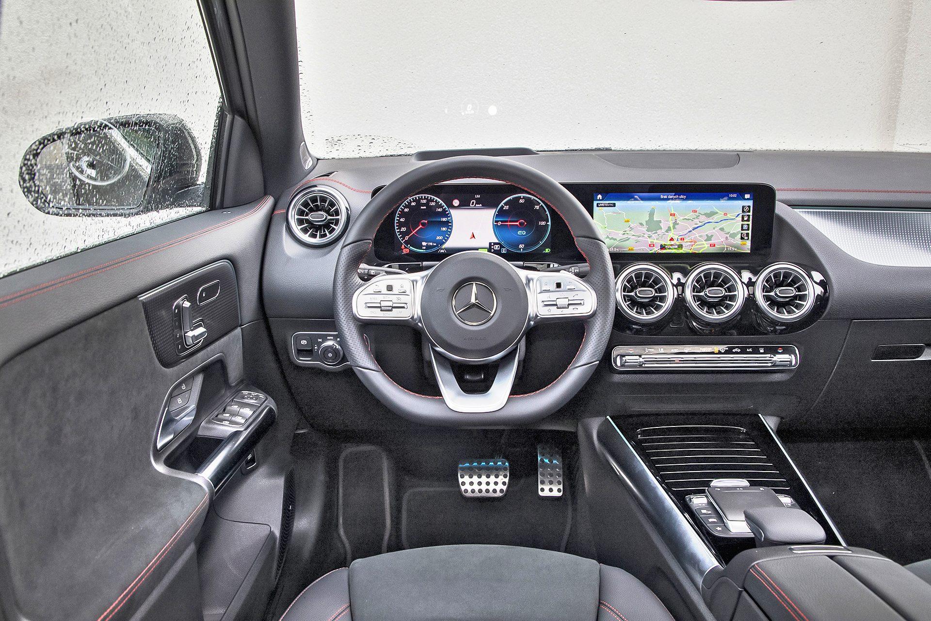 Mercedes EQA 250 - kokpit