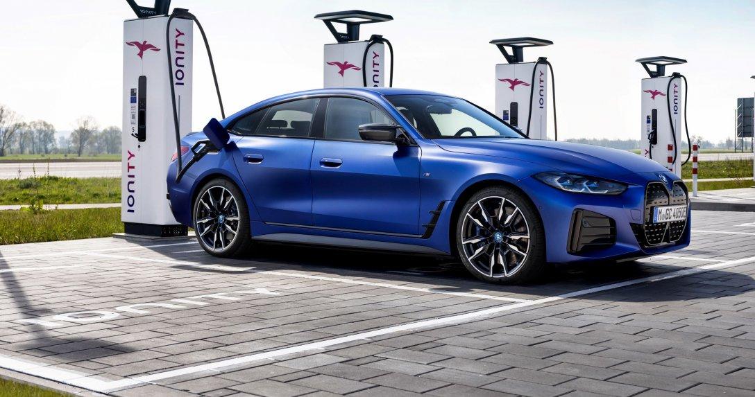 BMW i4 ładowanie