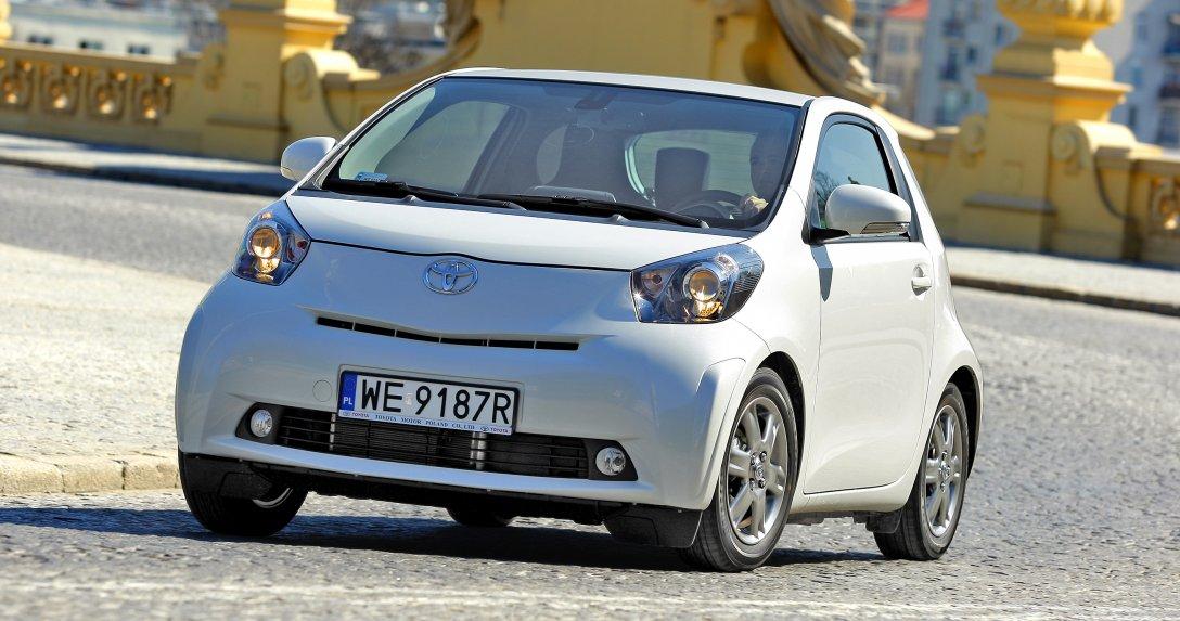 Toyota iQ jadąca