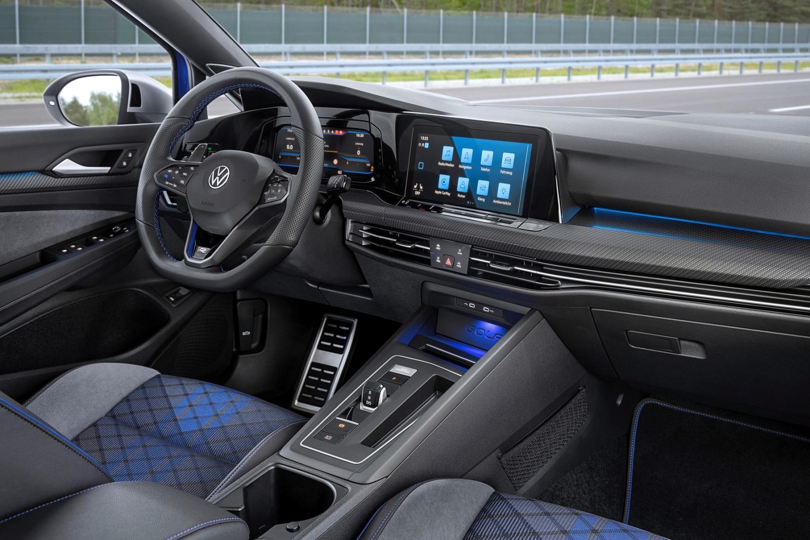 VW Golf R Variant - deska rozdzielcza