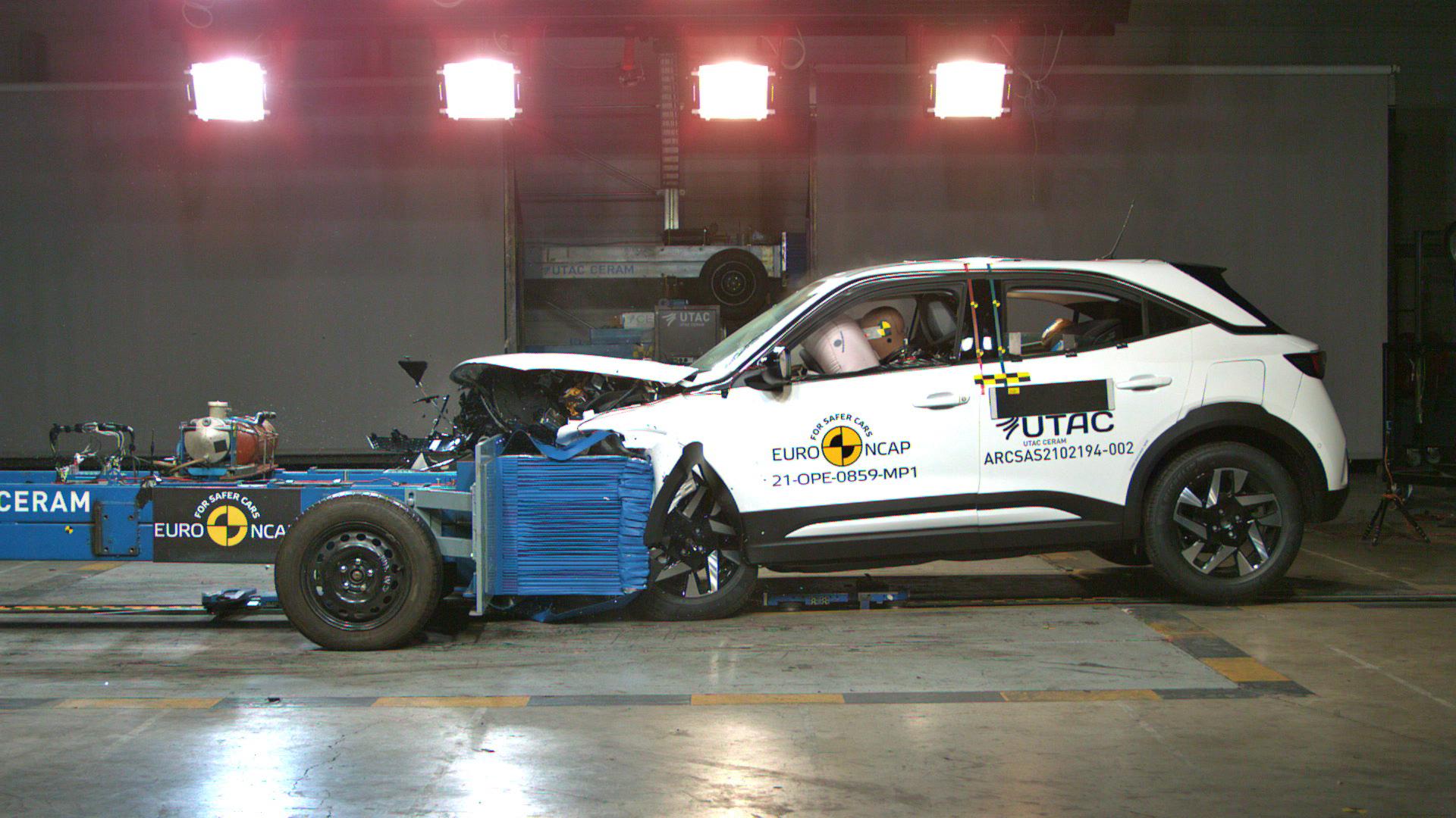 Opel Mokka test czołowy