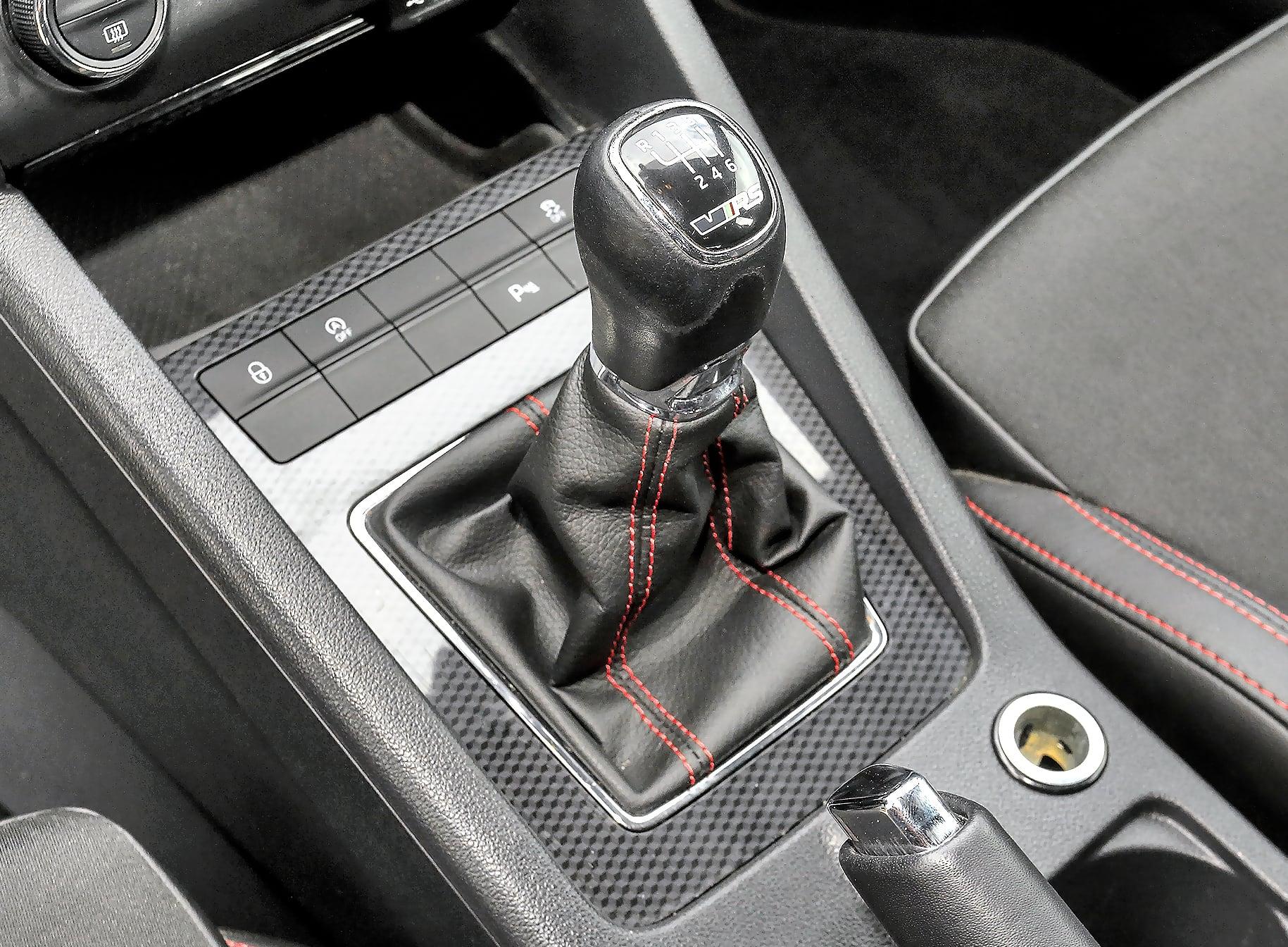 Skoda Octavia III RS 2.0 TDI dźwignia zmiany biegów