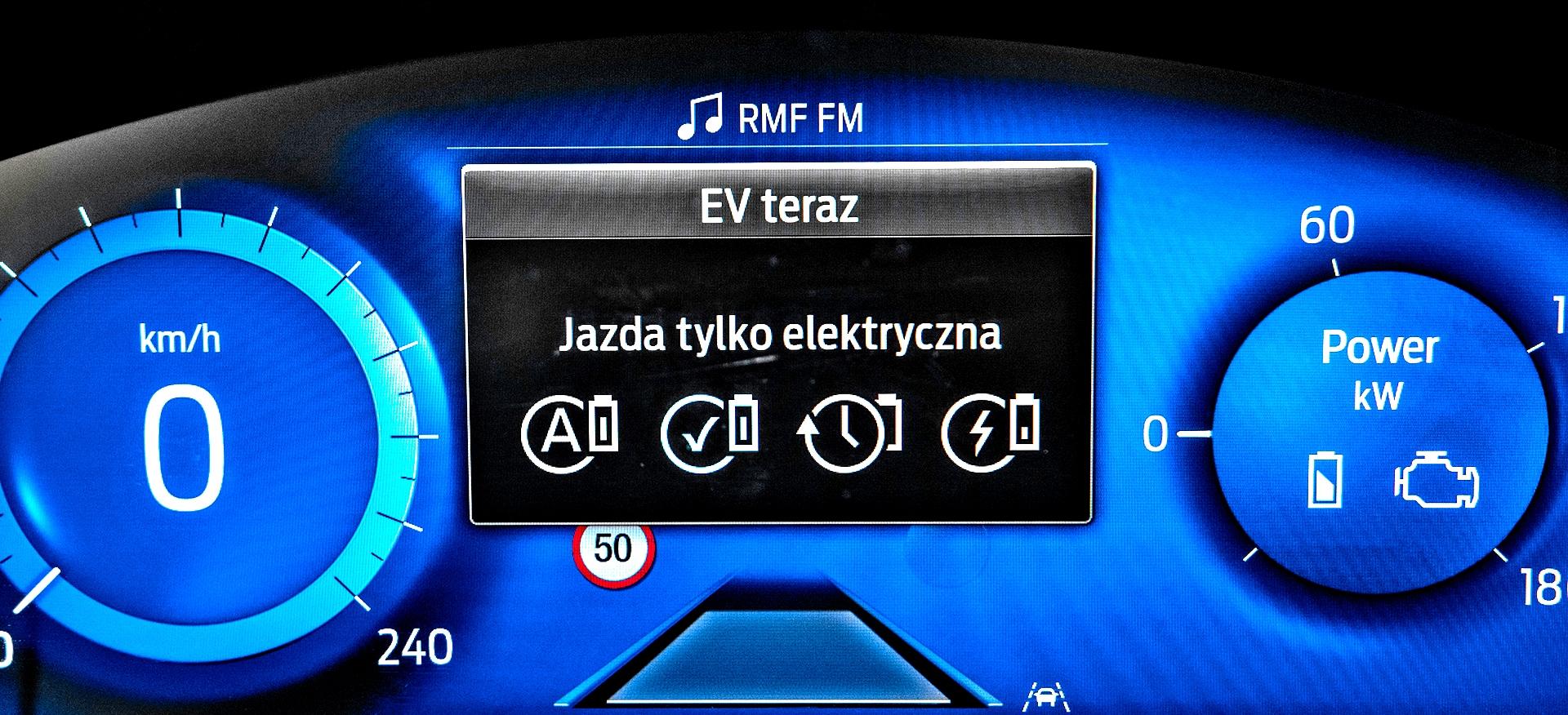 Ford Kuga Plug-in PHEV wskaźniki ztrybem jazdy EV