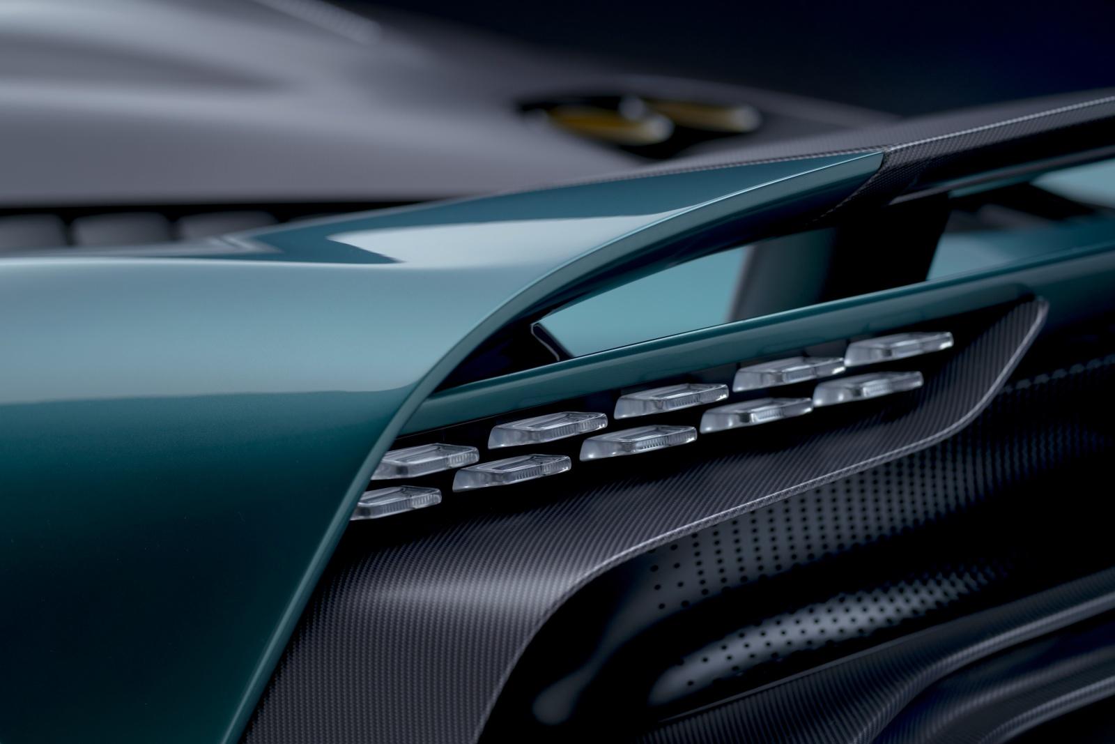 Aston Martin Valhalla - tylne światła