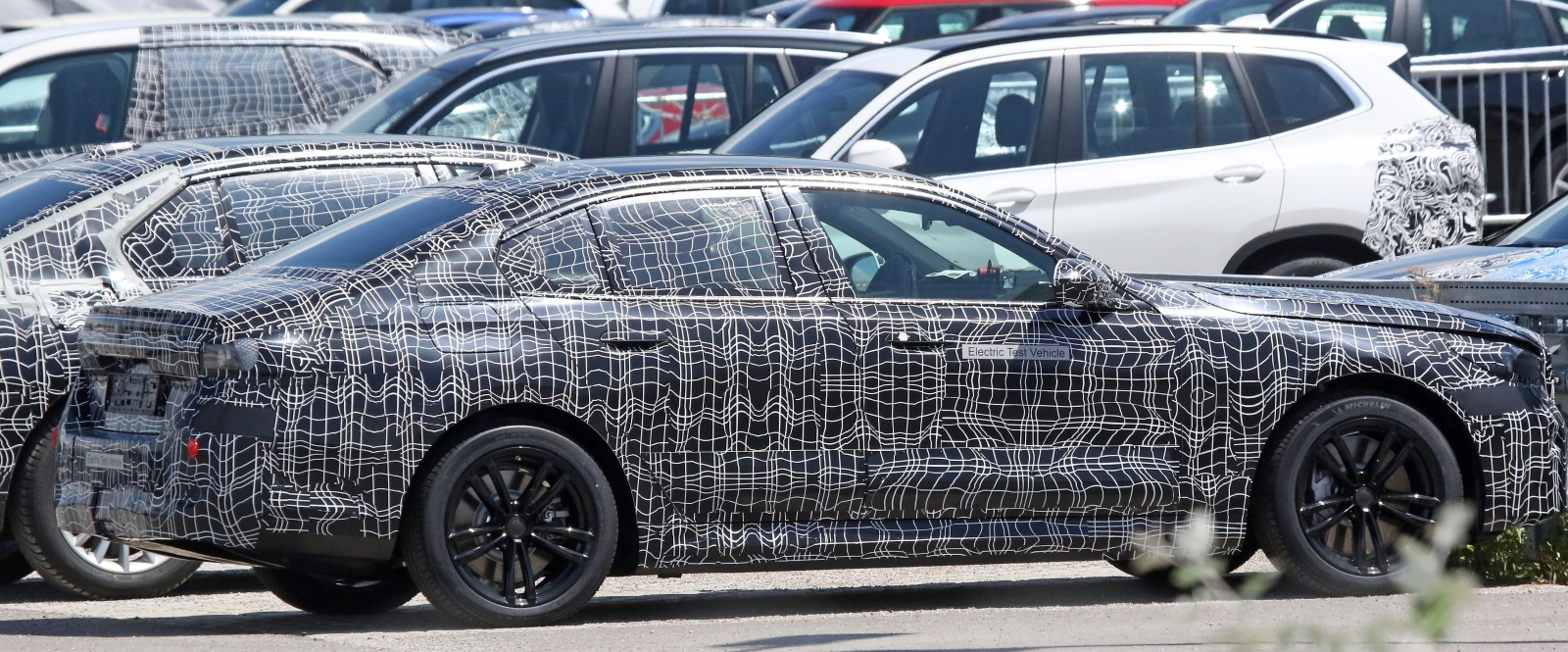 BMW serii 5 - bok, profil