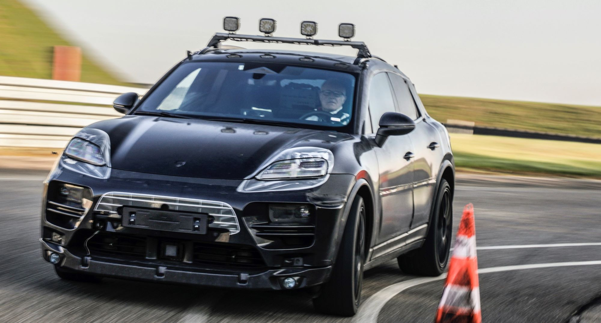 Porsche Maca elektryczne
