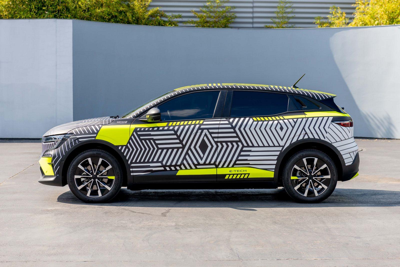 Renault MeganE - bok, profil