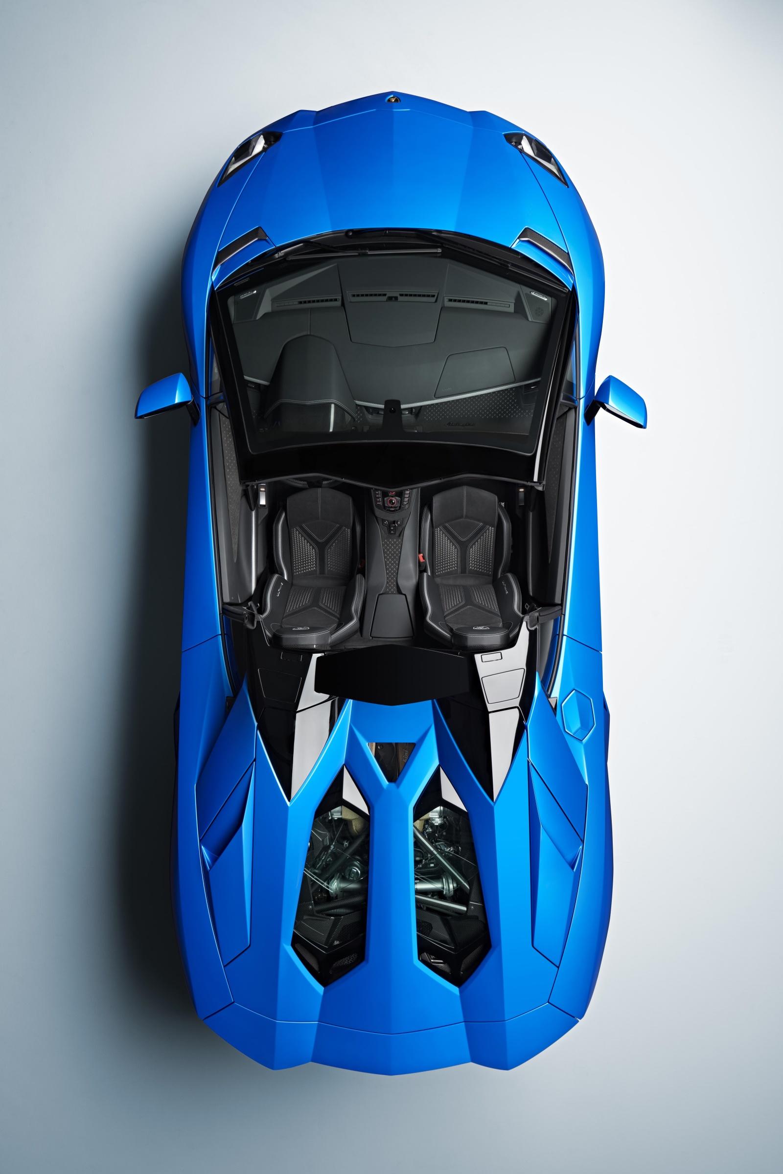 Lamborghini Aventador LP 780-4 Ultimae roadster - widok zgóry