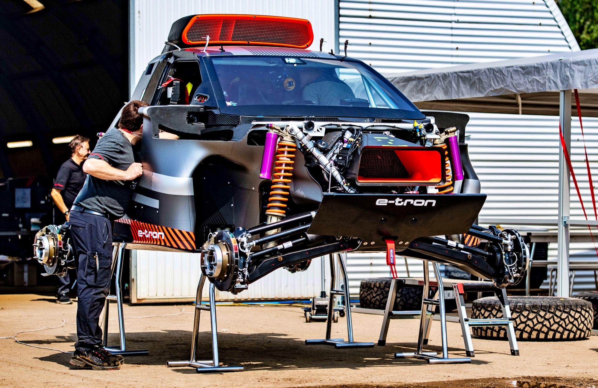 Audi RS Q e-tron budowa