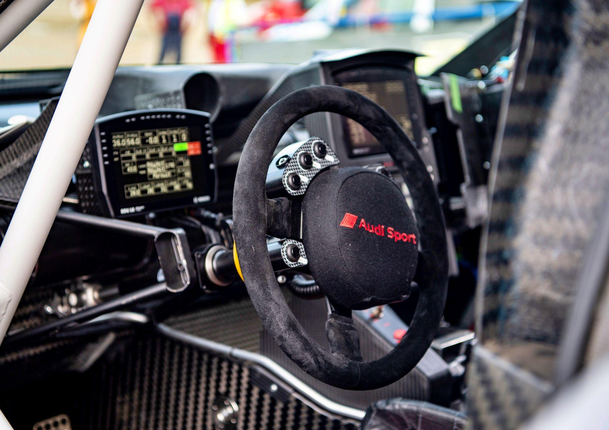 Audi RS Q e-tron wnętrze