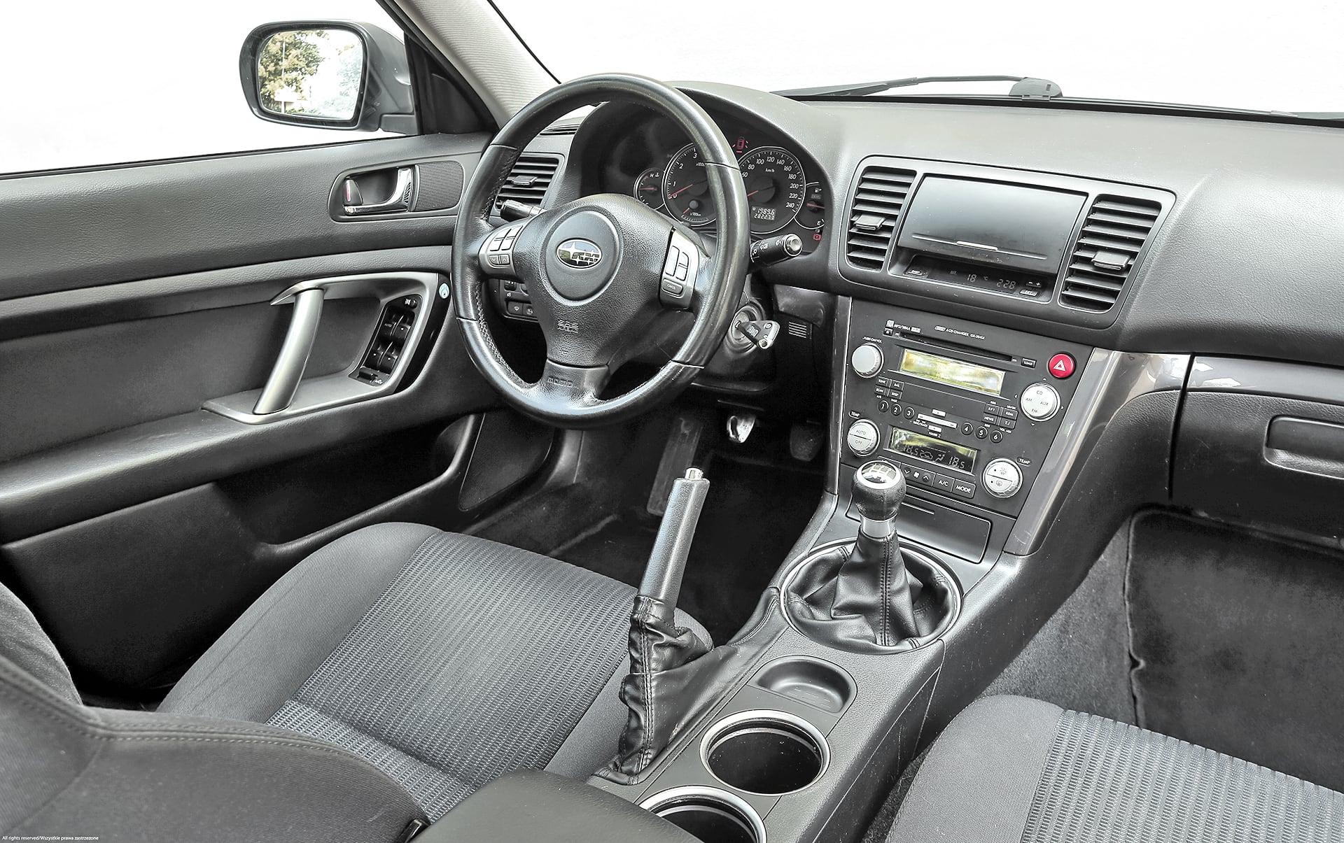 Subaru Legacy 2.0D deska rozdzielcza
