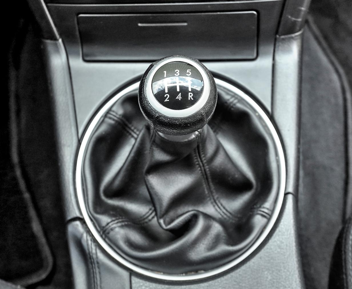Subaru Legacy 2.0D drążek zmiany biegów