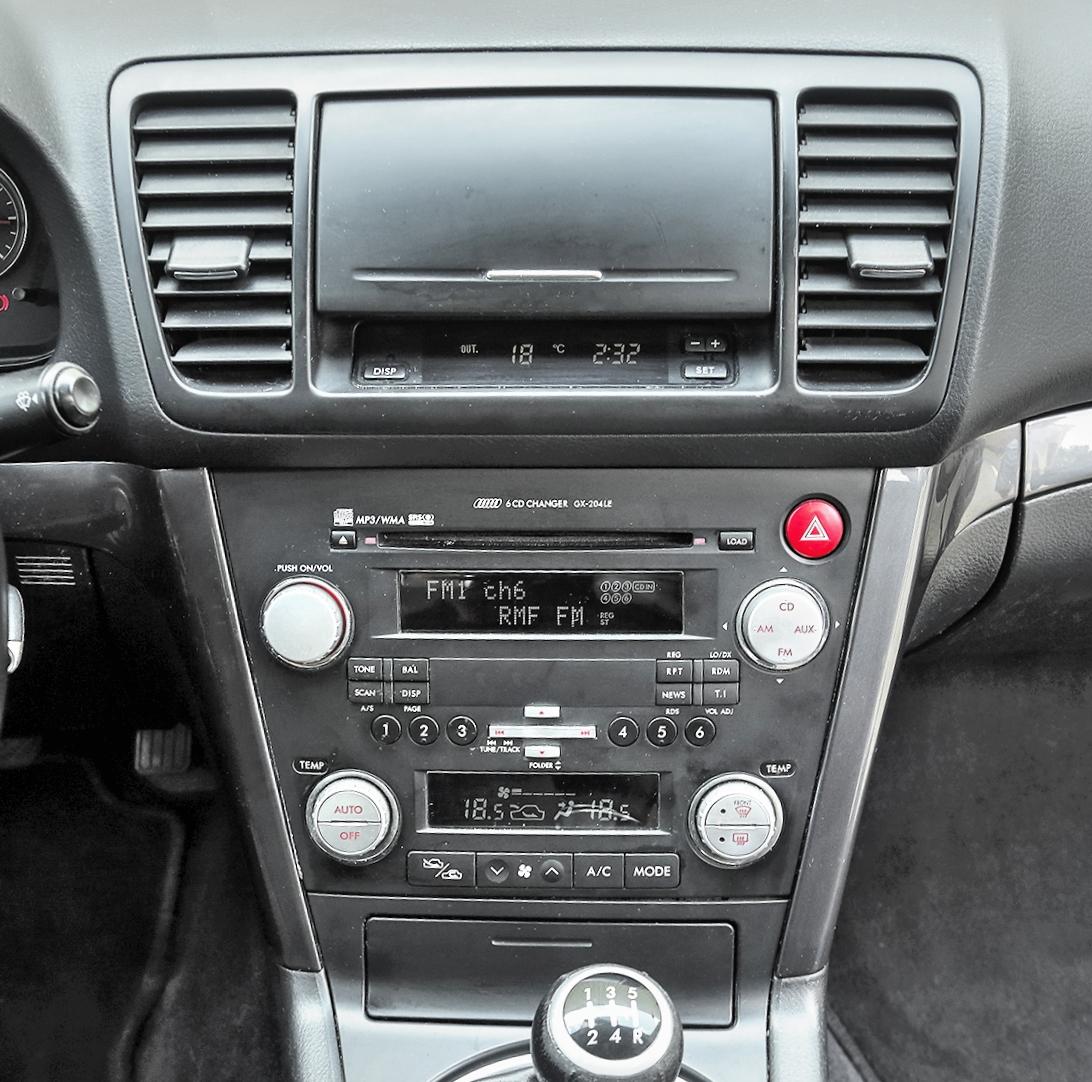Subaru Legacy 2.0D konsola środkowa