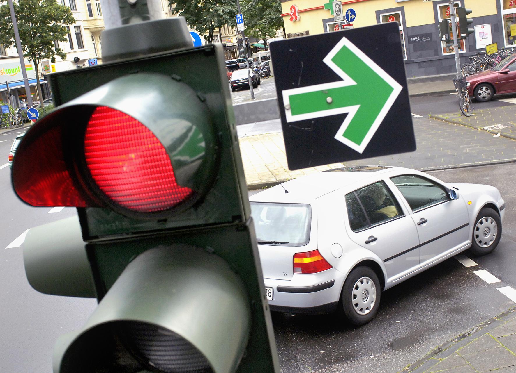 Zielona strzałka nametalowej tabliczce