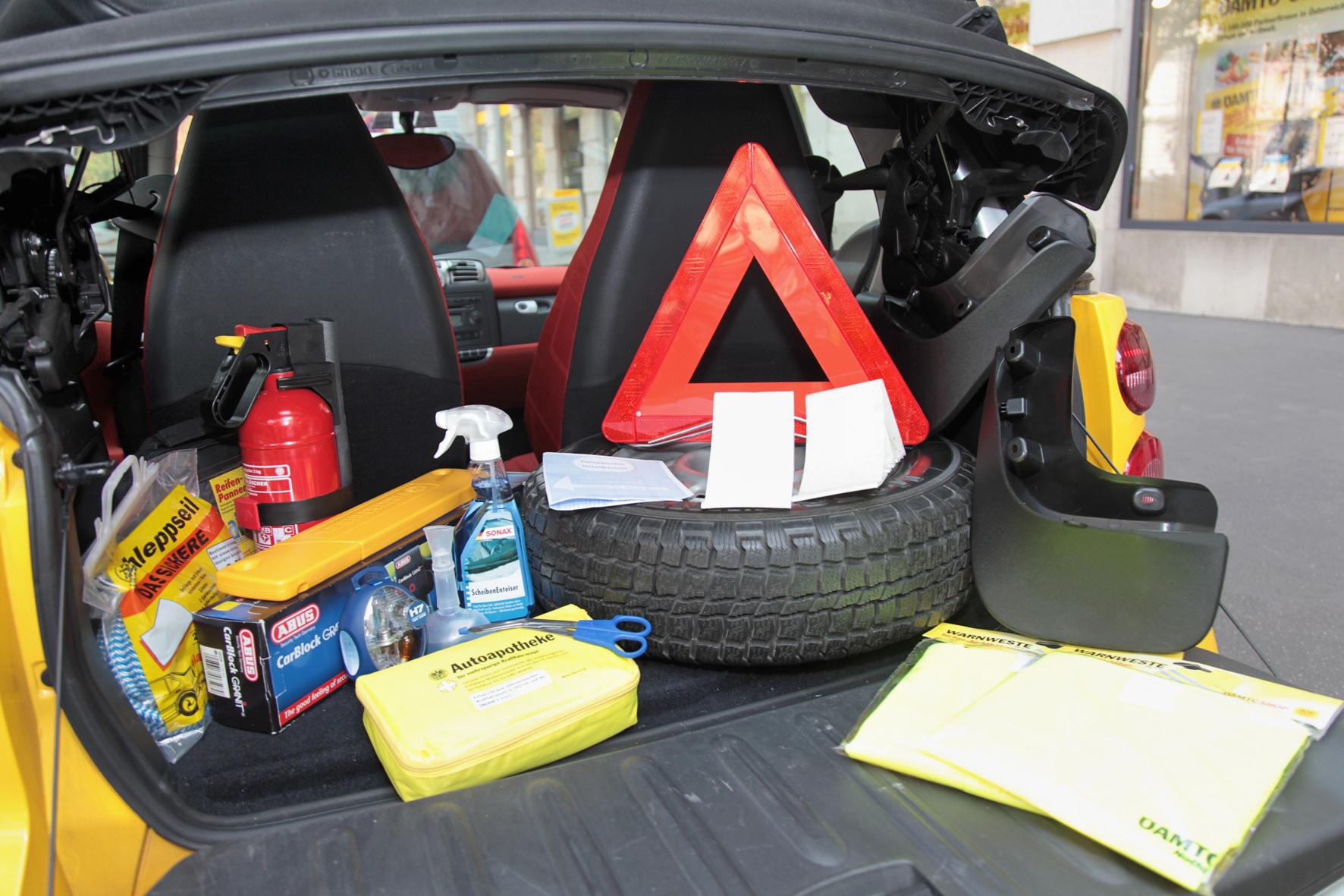 Obowiązkowe wyposażenie auta