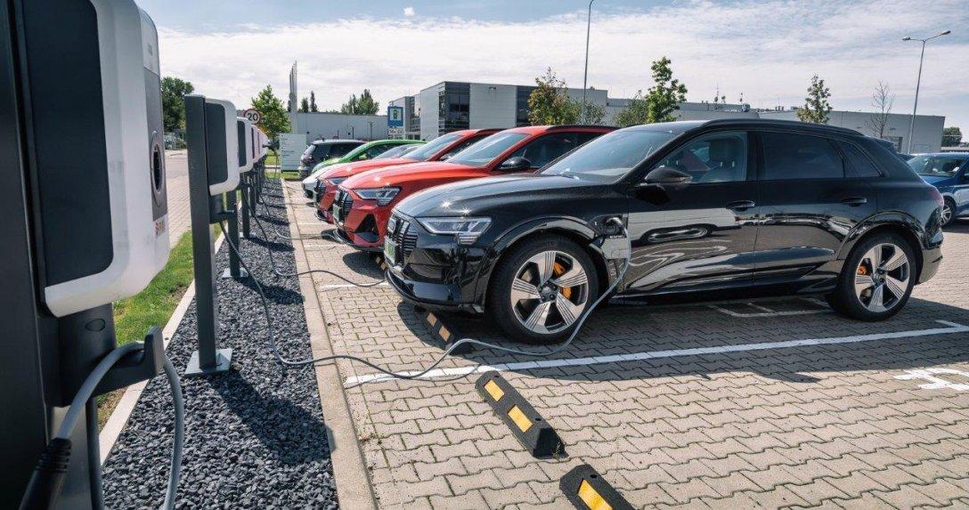 auta elektryczne ładowanie