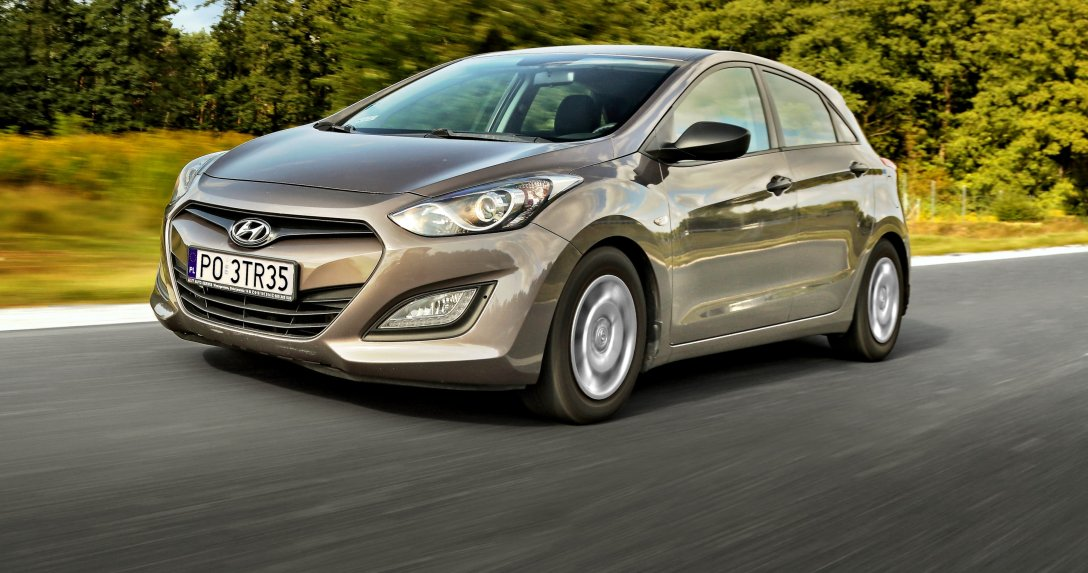 Hyundai i30 II 1.4 CRDi w ruchu – przód i bok