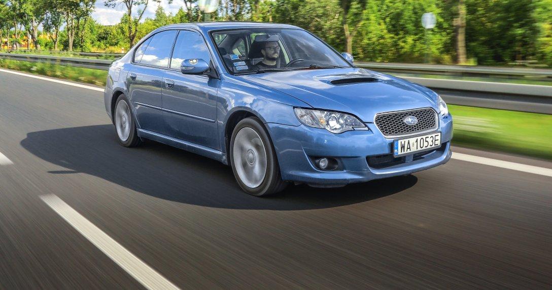 Subaru Legacy IV BL/BP 2.0D w ruchu – bok i przód