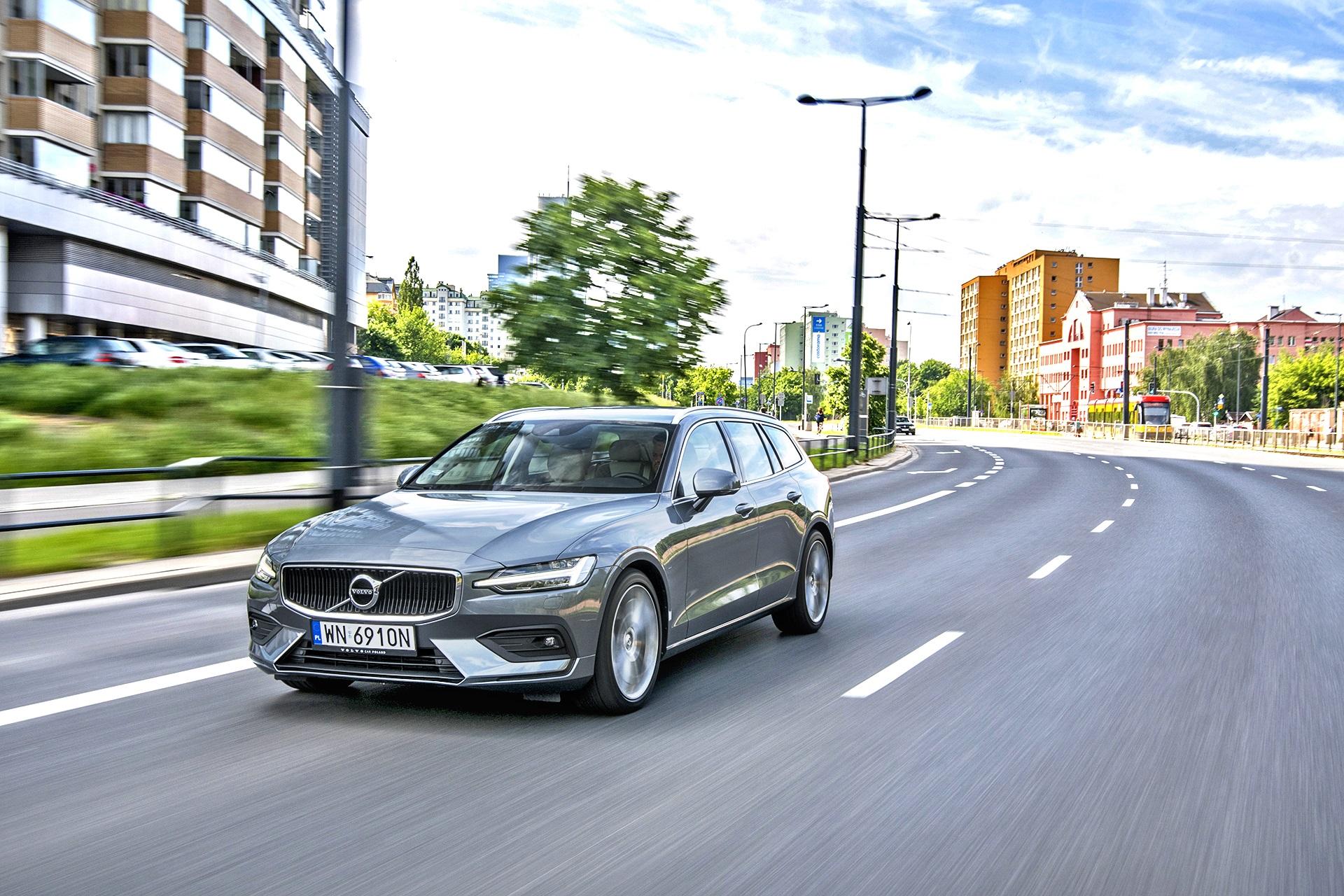 2021 Volvo V60 B4 - przód