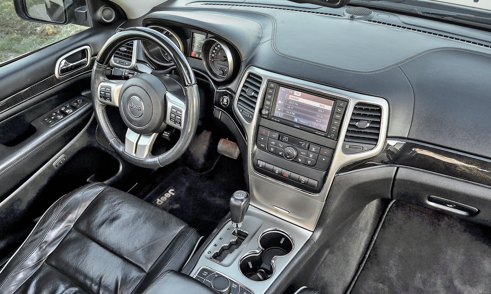 Jeep Grand Cherokee WK2 3.0 CRD deska rozdzielcza