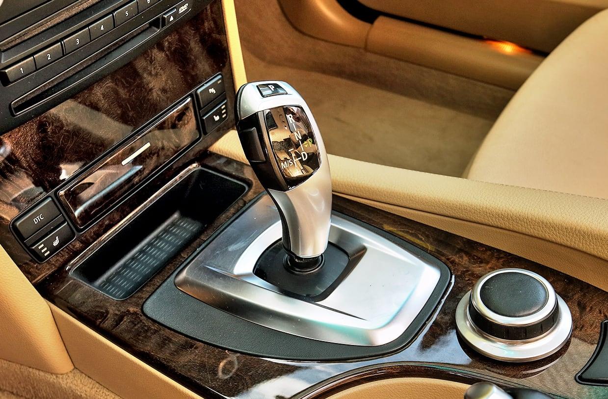 BMW 530i Touring E61 dźwignia zmiany biegów