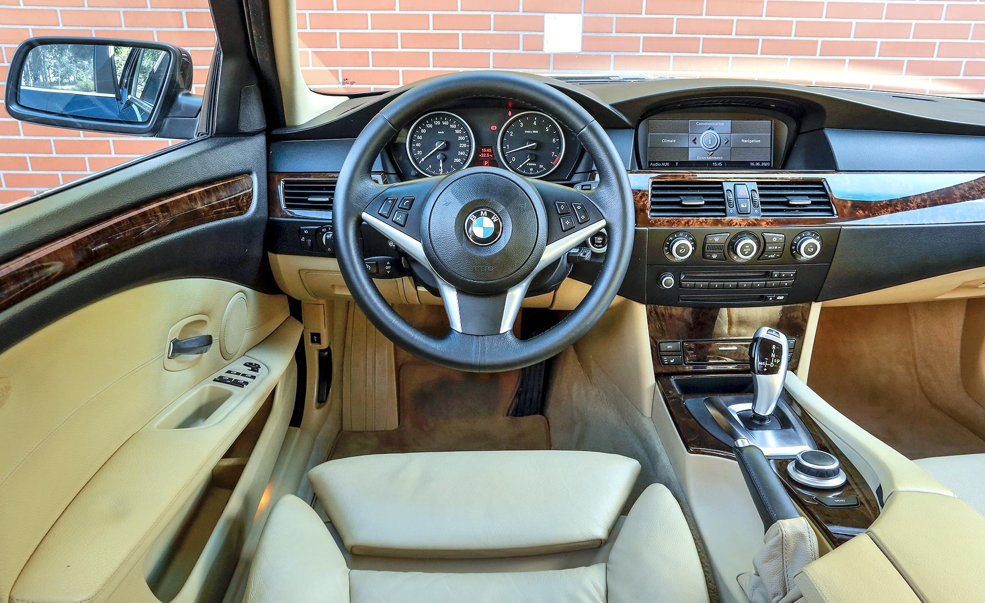 BMW 530i Touring E61 deska rozdzielcza