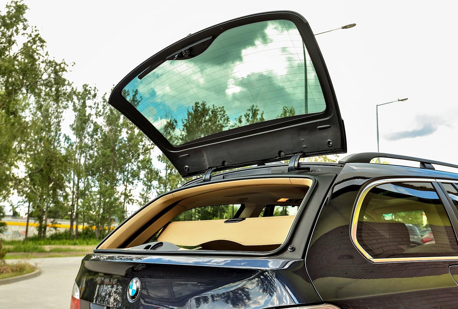 BMW 530i Touring E61 uchylna szyba wklapie bagażnika