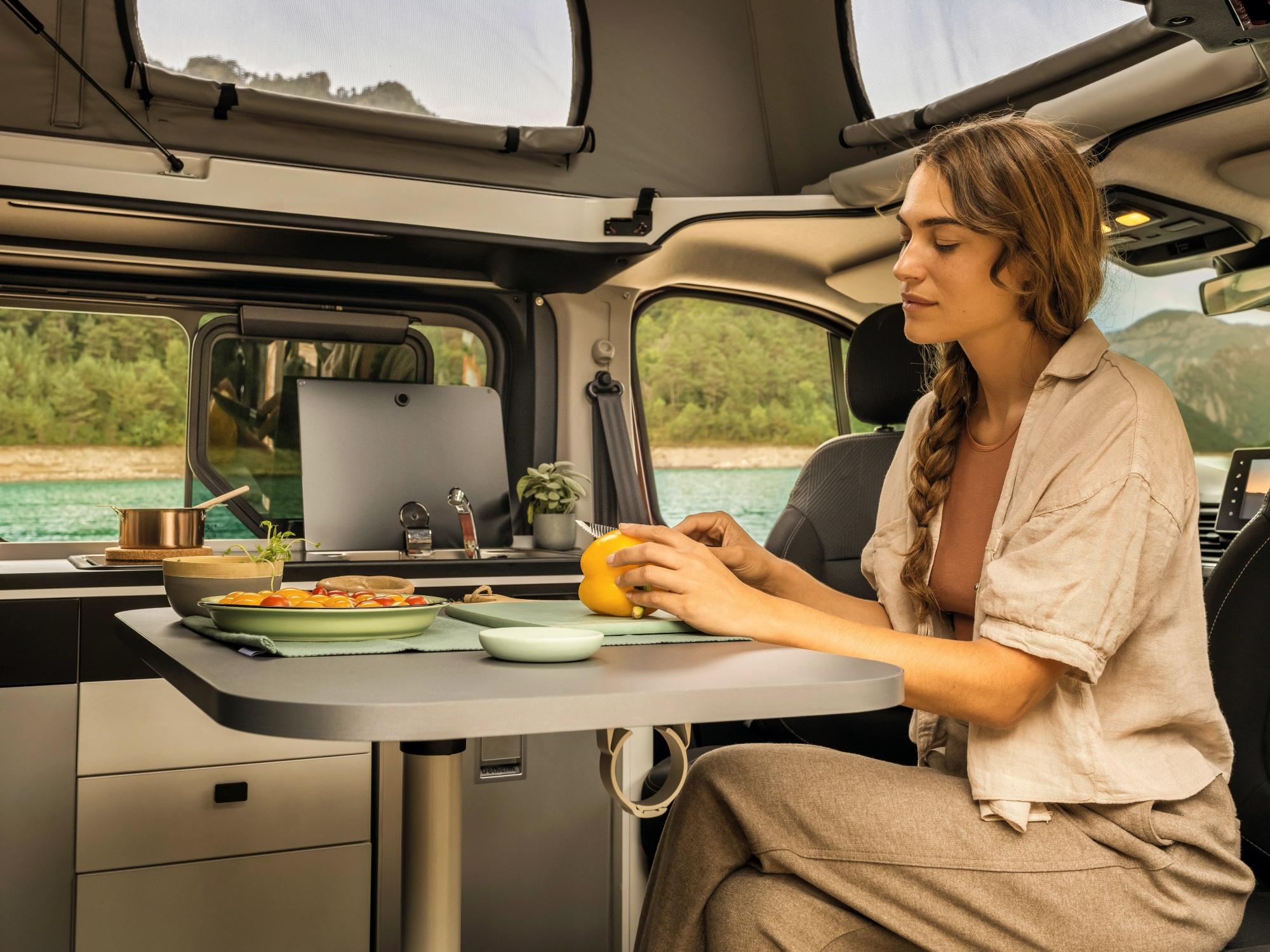 Renault Trafic SpaceNomad wnętrze