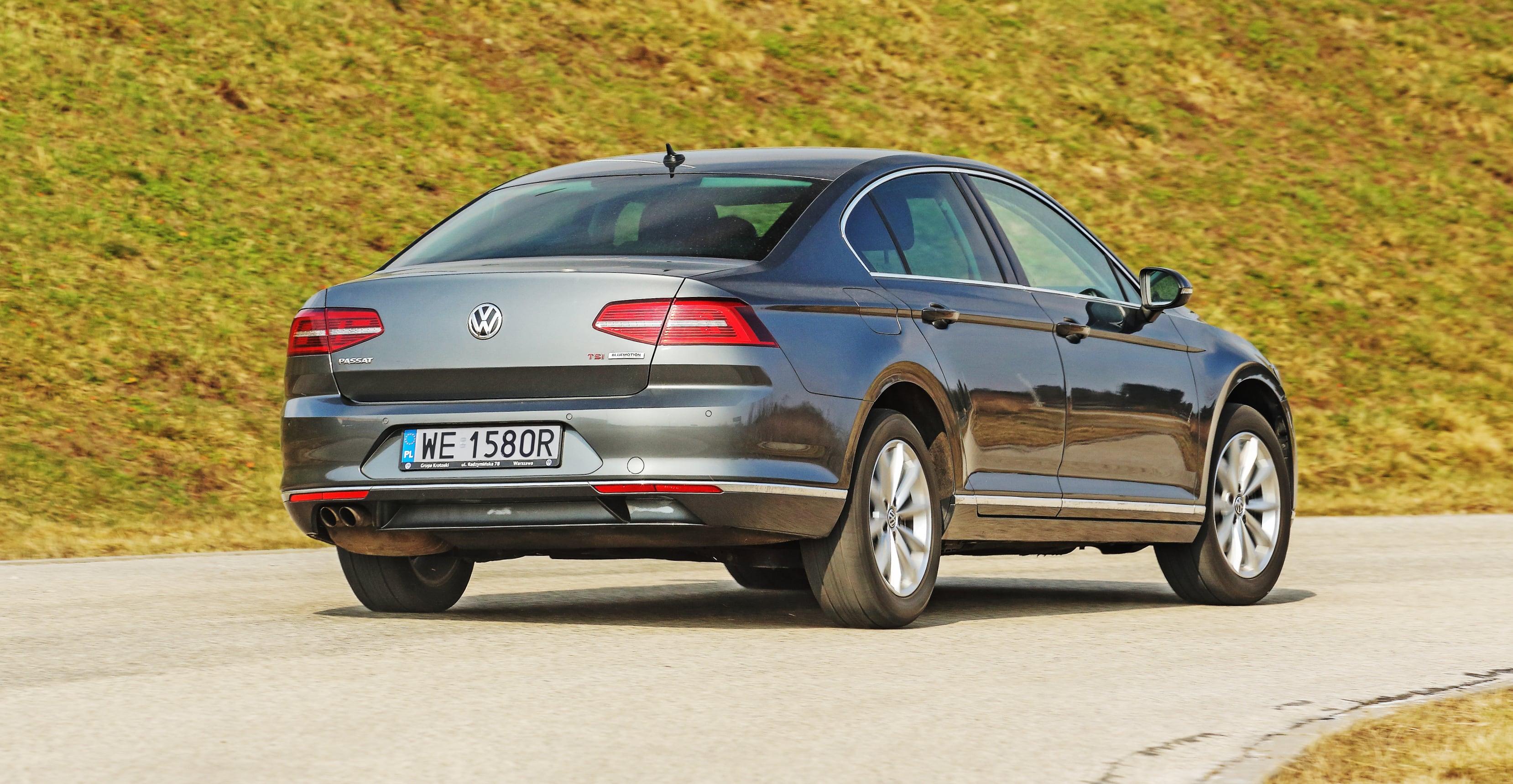 Volkswagen Passat (B8) 1.8 TSI nazakręcie, tył ibok