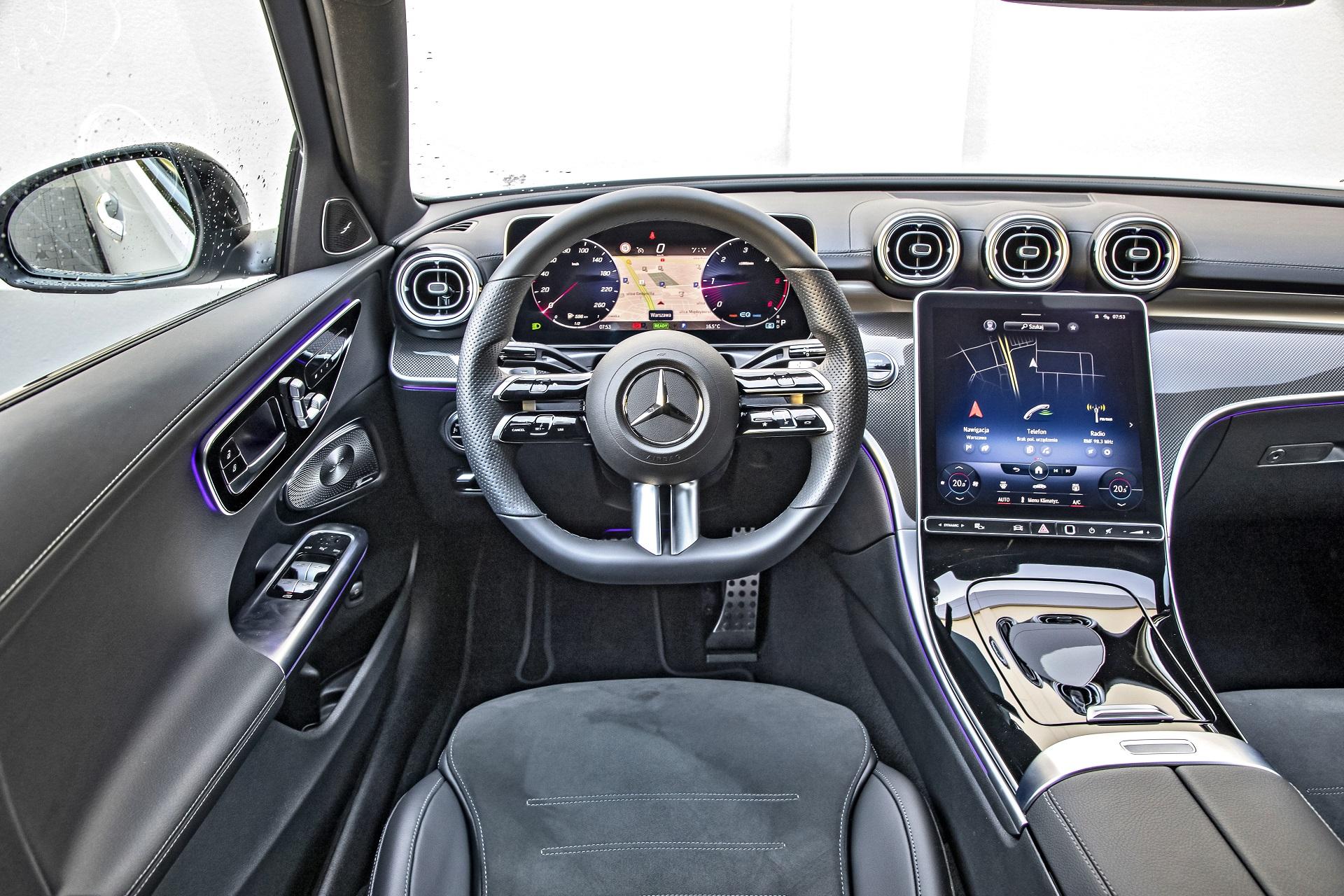 2021 Mercedes C220d - kokpit