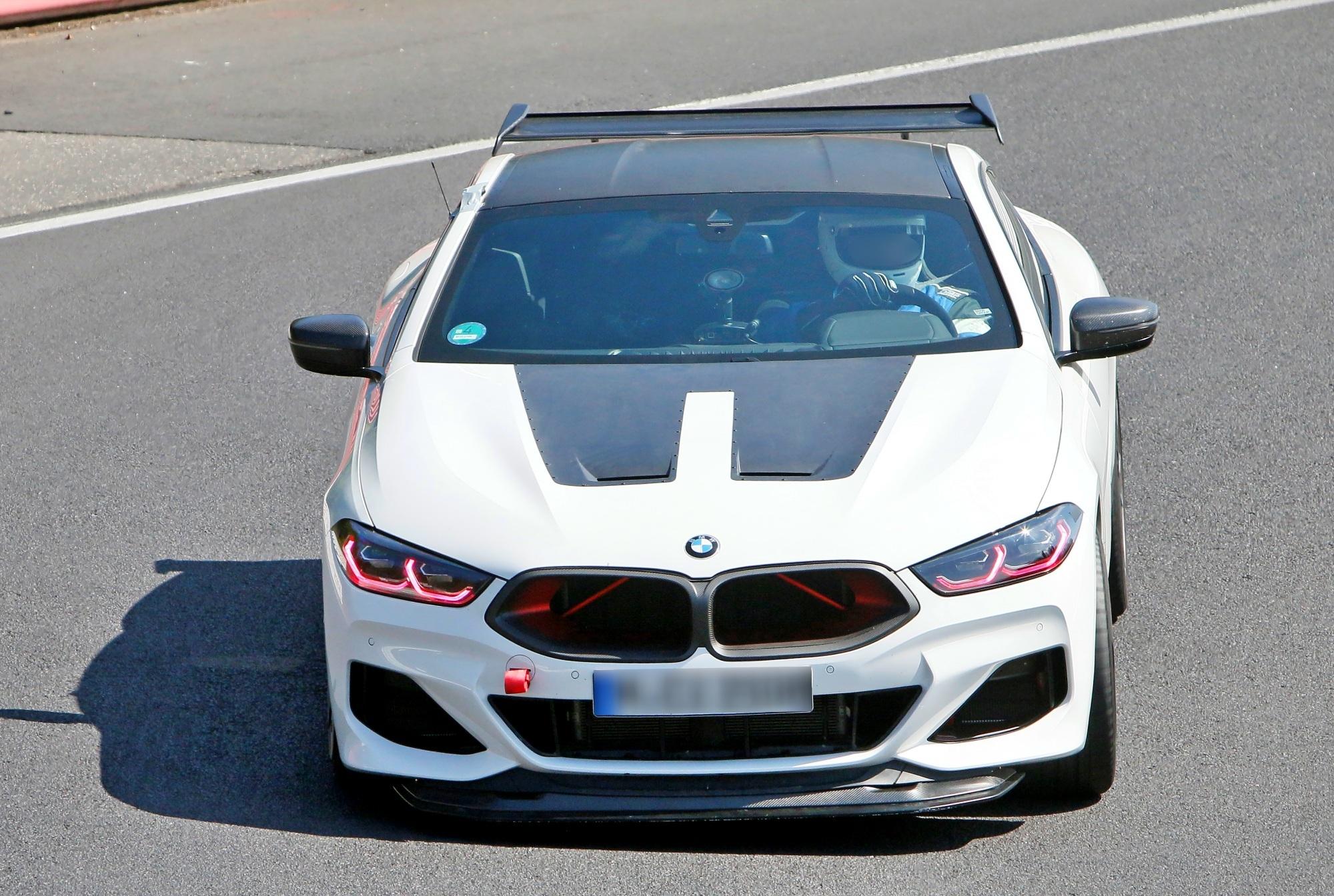 BMW M8 CSL przód