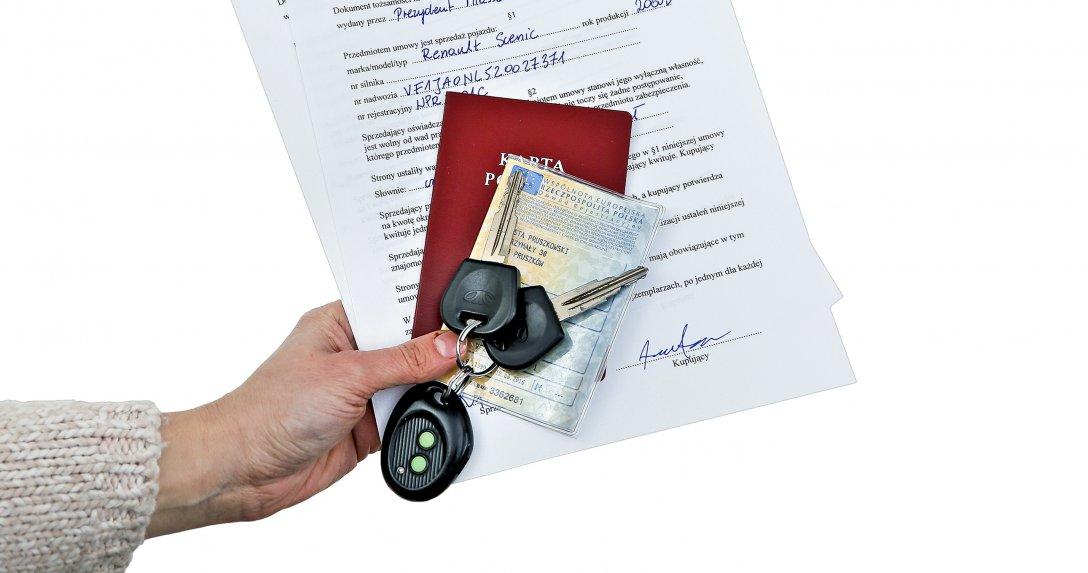 Plik dokumentów do auta
