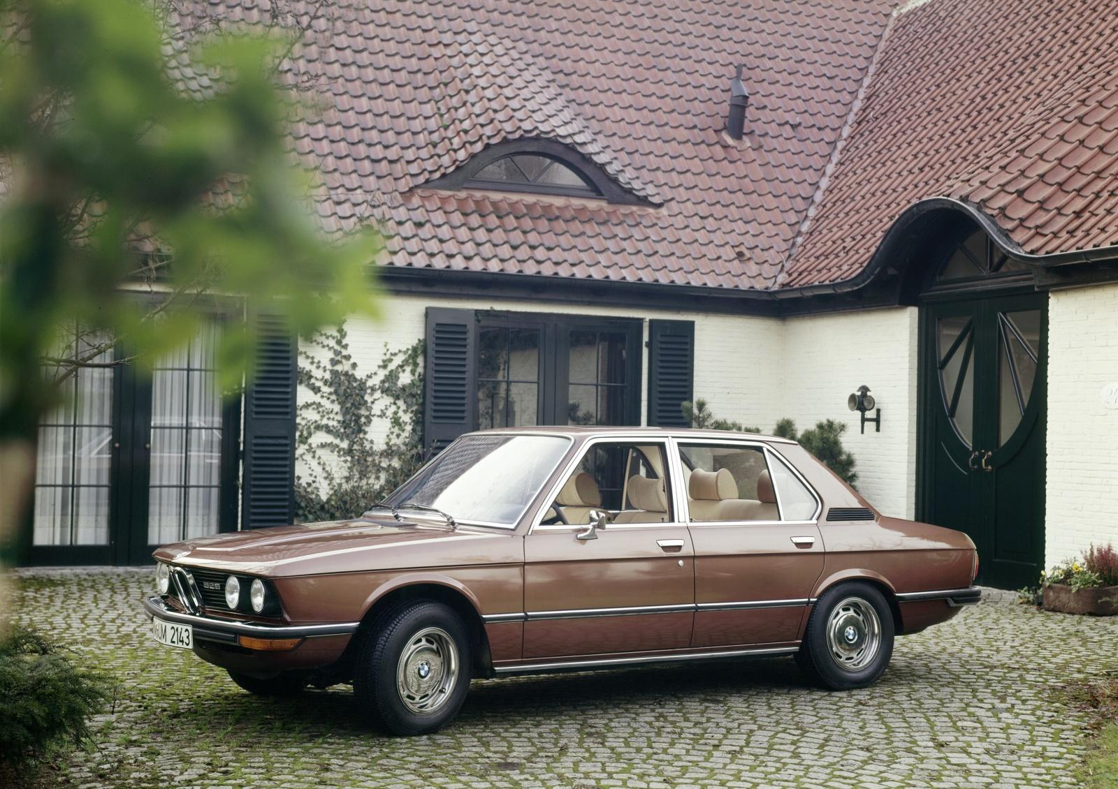 BMW serii 5 E12 - przód