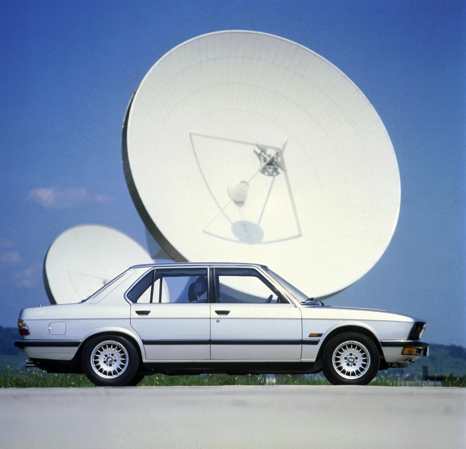 BMW serii 5 E28 - bok, profil