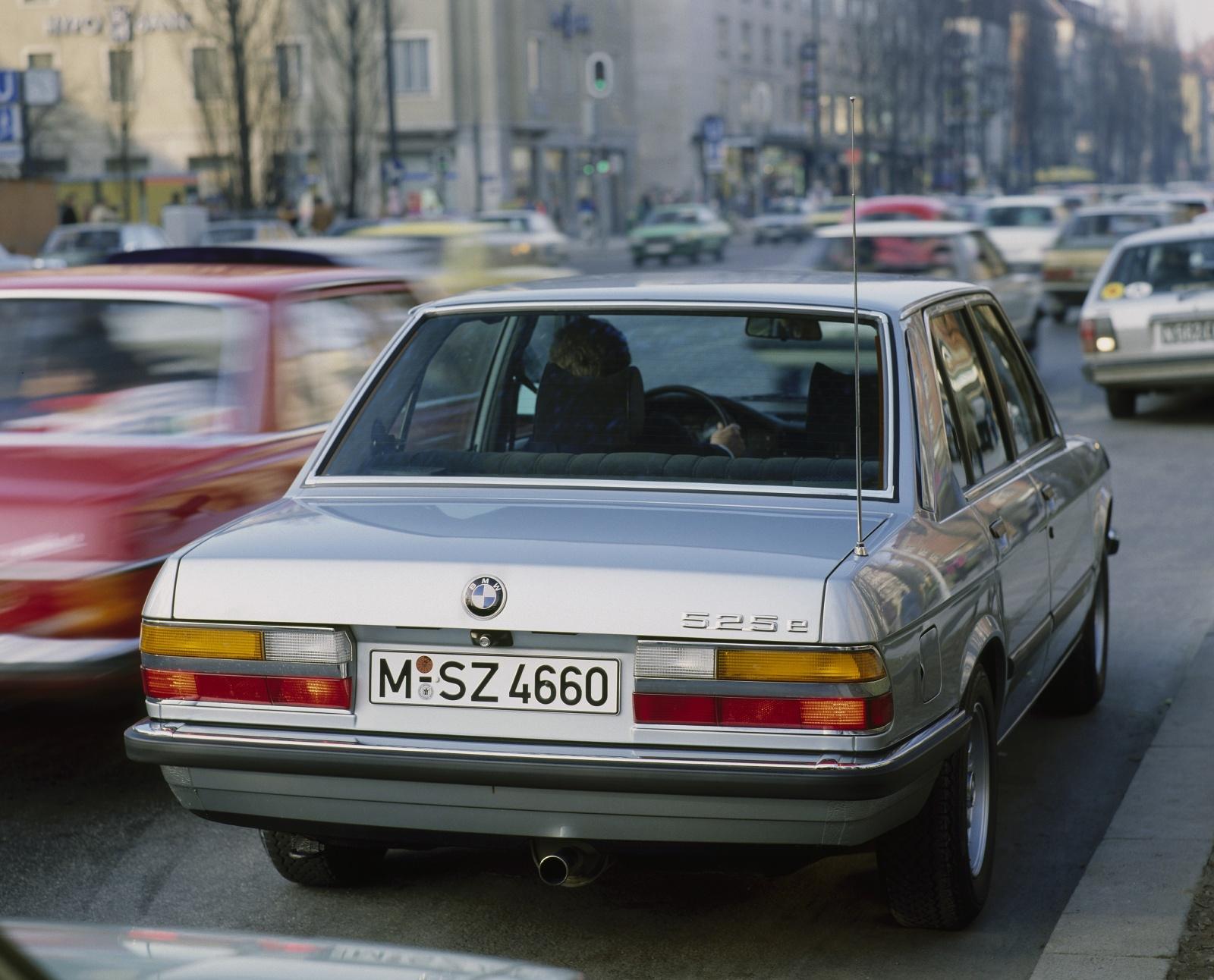 BMW serii 5 E28 - tył, 525e