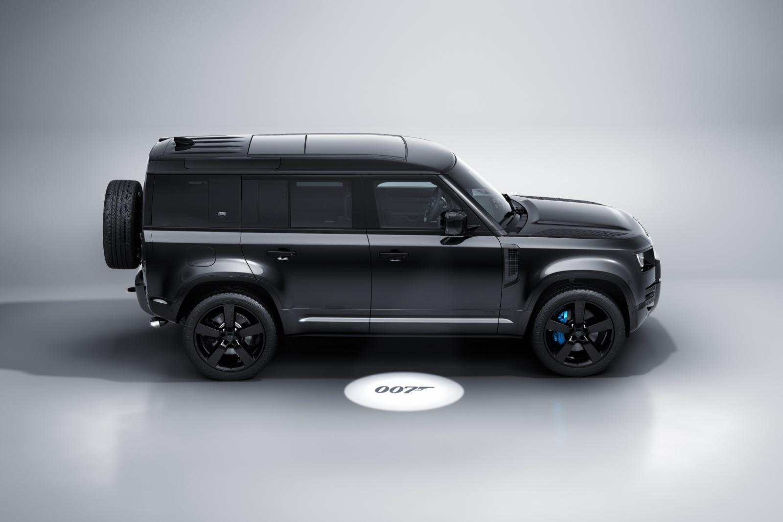 Land Rover Defender V8 Bond Edition - bok, profil