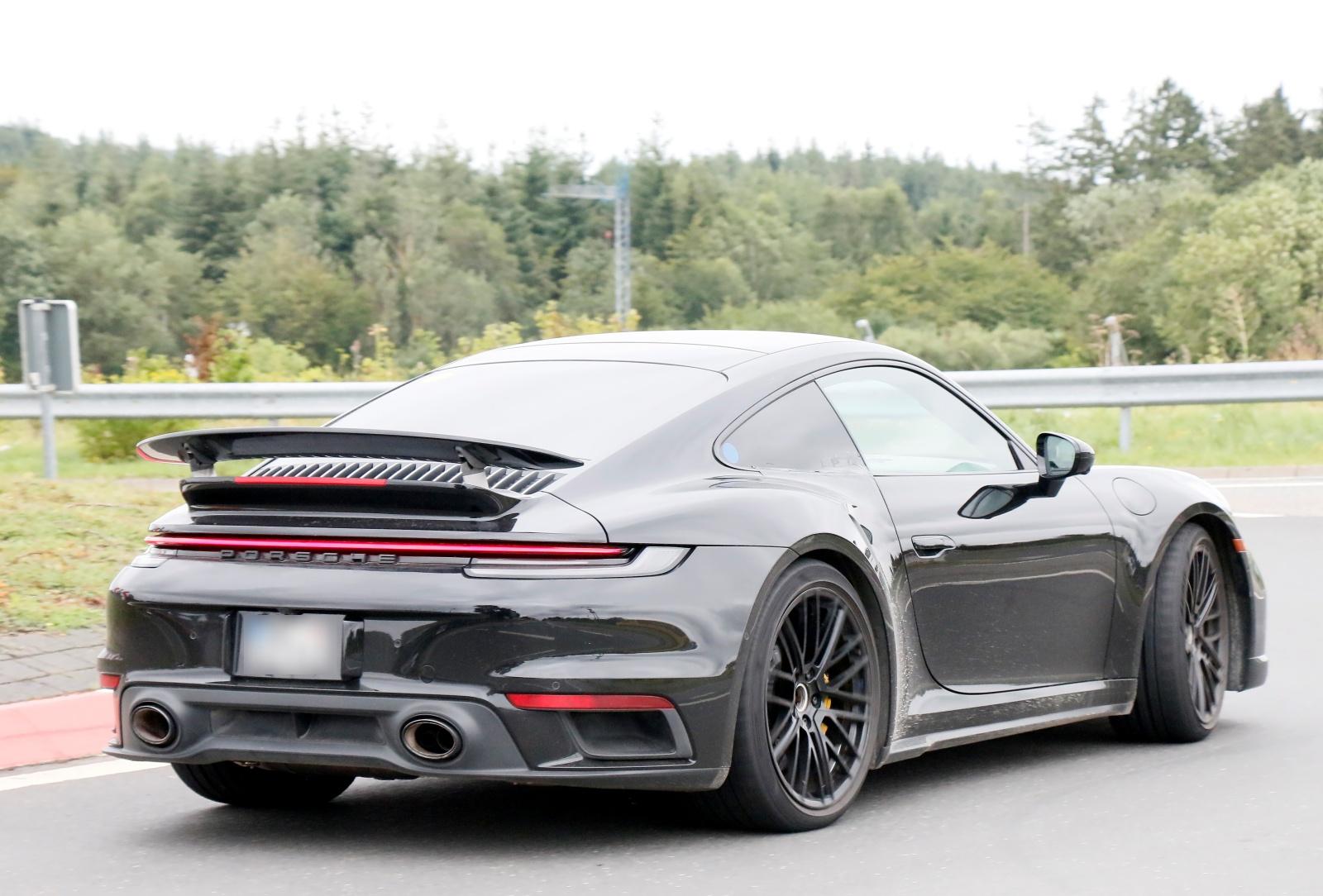 Hybrydowe Porsche 911 - tył, spoiler