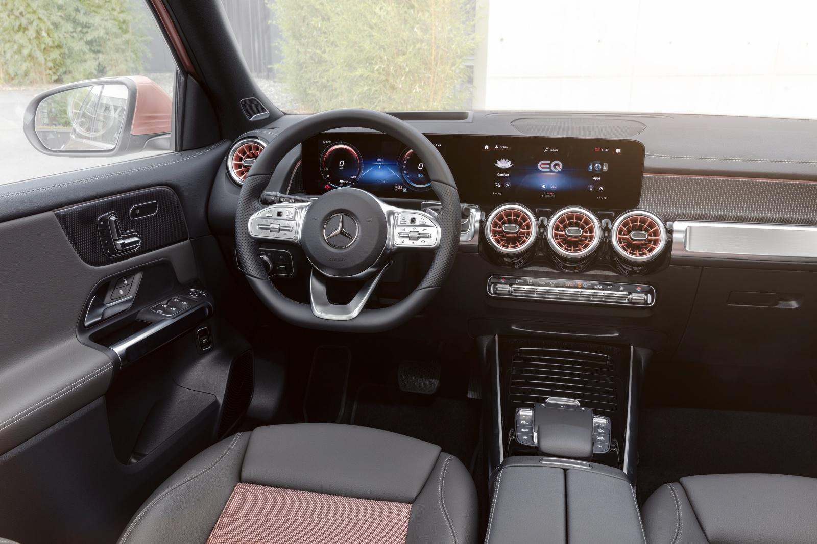Mercedes EQB - wnętrze, deska rozdzielcza