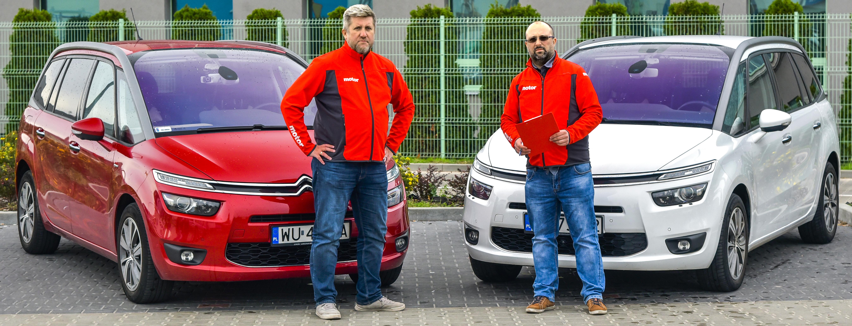 Dwa Citroeny C4 nastarcie testu stylu jazdy