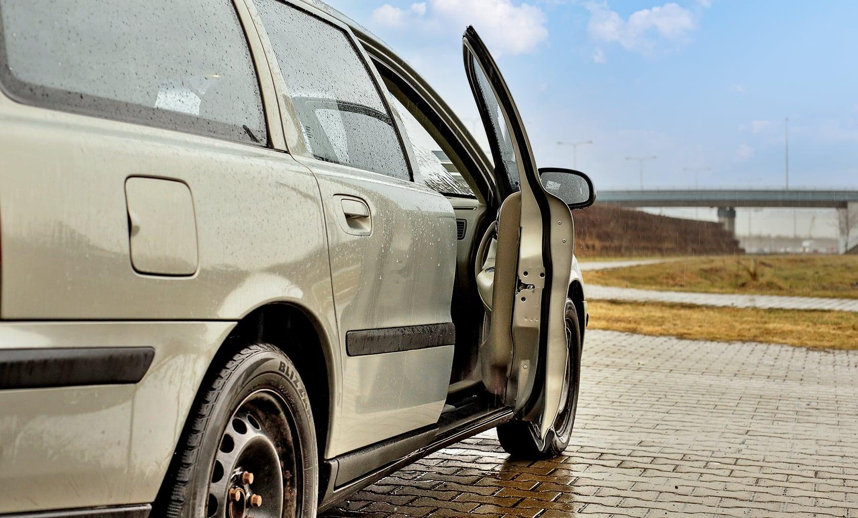 Volvo V70 II T5 bok zuchylonymi przednimi drzwiami